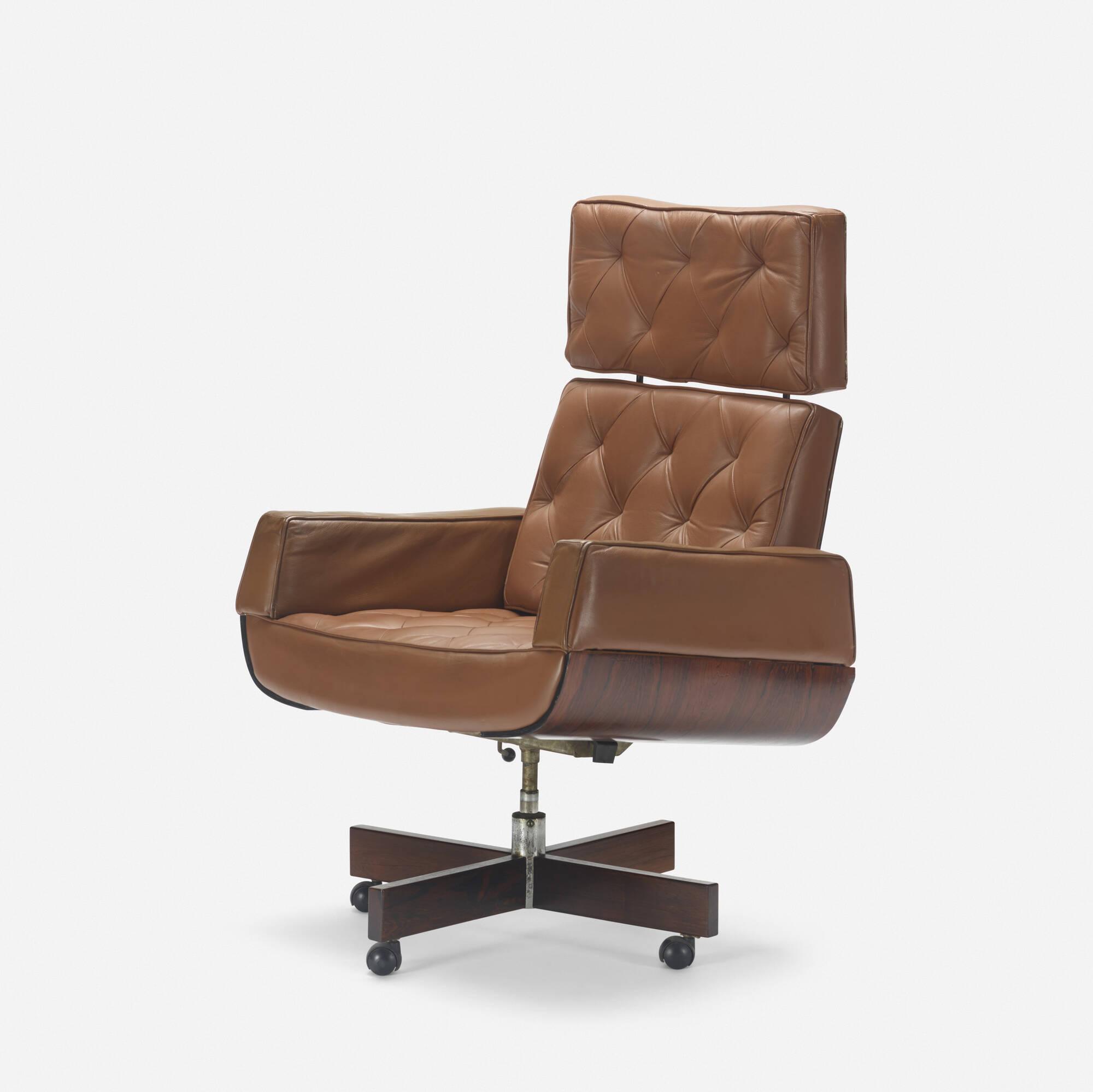 225: Jorge Zalszupin / Ambassador armchair (1 of 3)