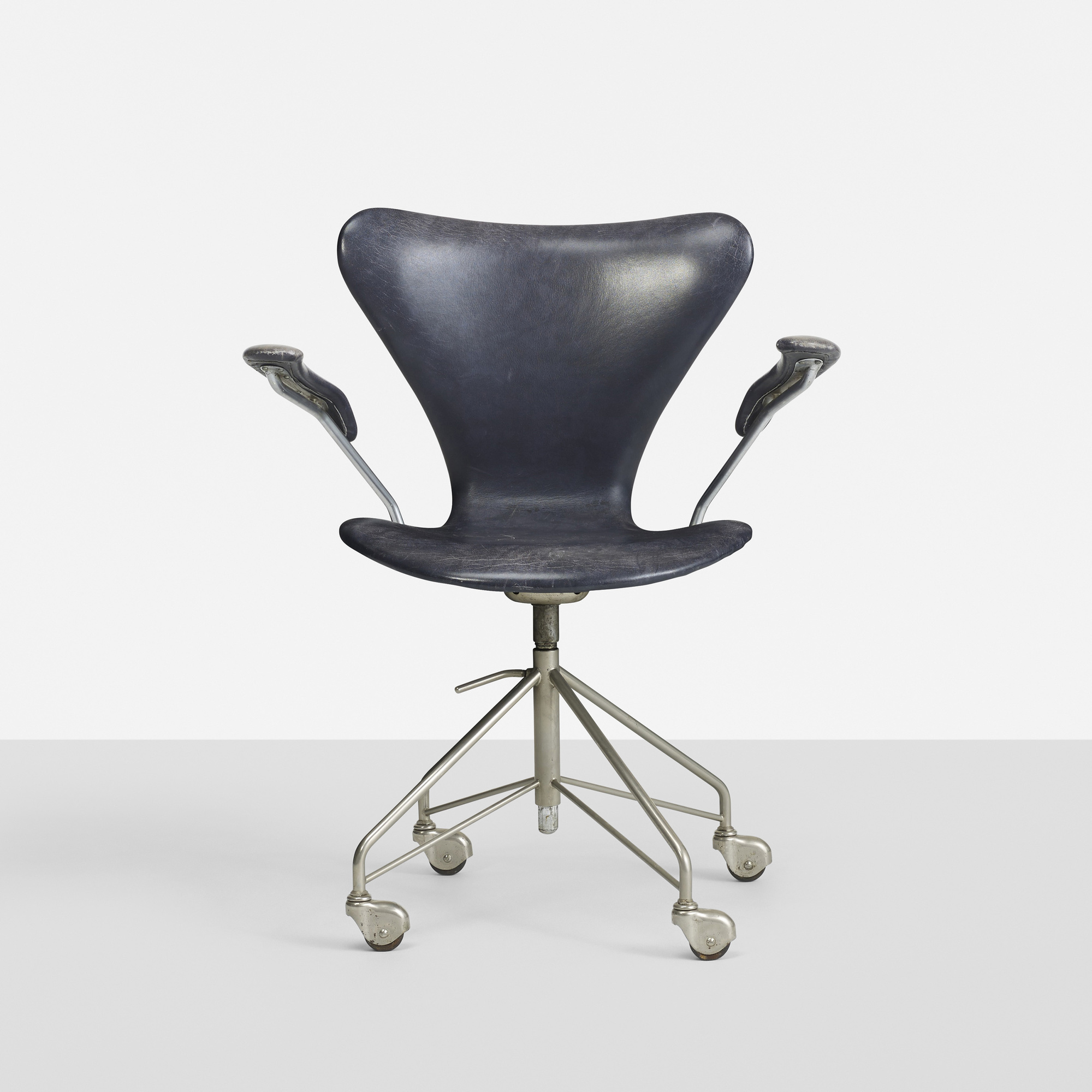 230: Arne Jacobsen / Sevener Desk Chair, Model 3117 (1 Of 2) ...