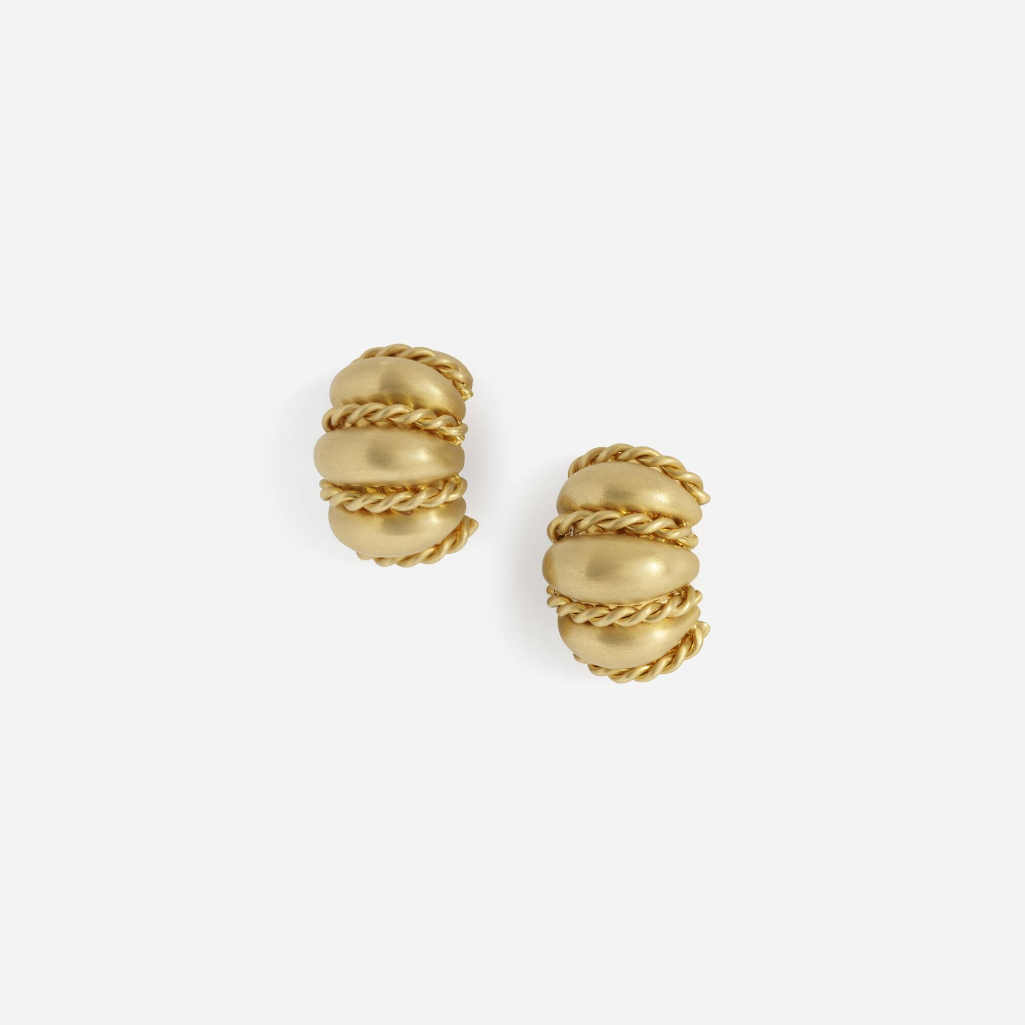 232: Seaman Schepps / A pair of gold earrings (1 of 1)