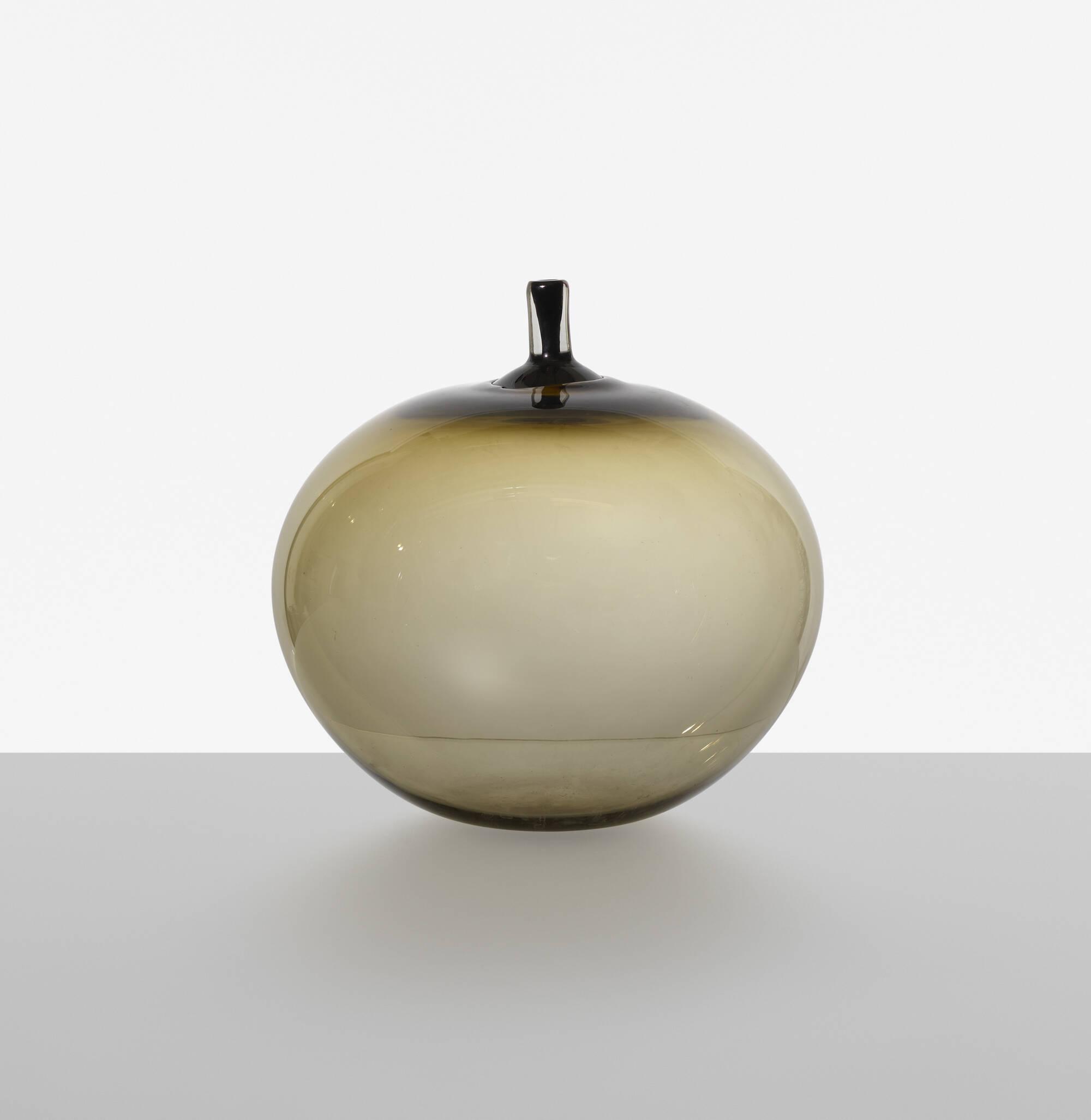 233: Ingeborg Lundin / Apple vase (1 of 2)