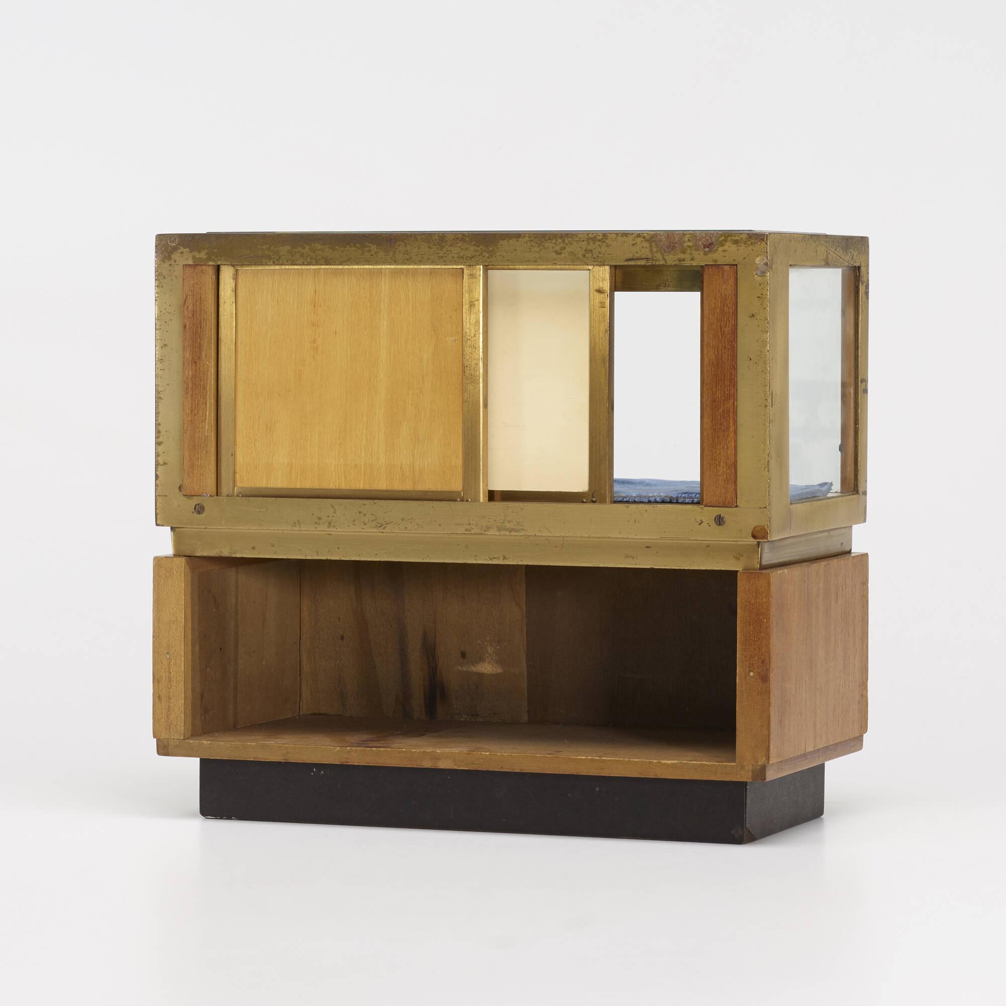 248: American / salesman's sample vitrine (2 of 2)