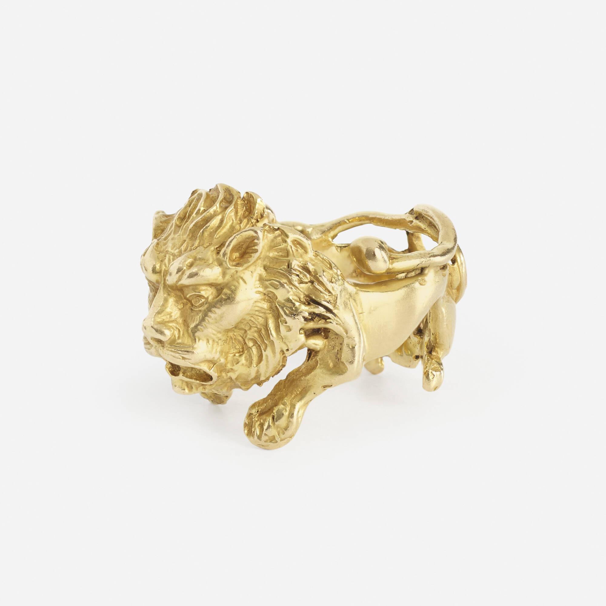 258: Eric de Kolb / A gold Lion ring (2 of 2)