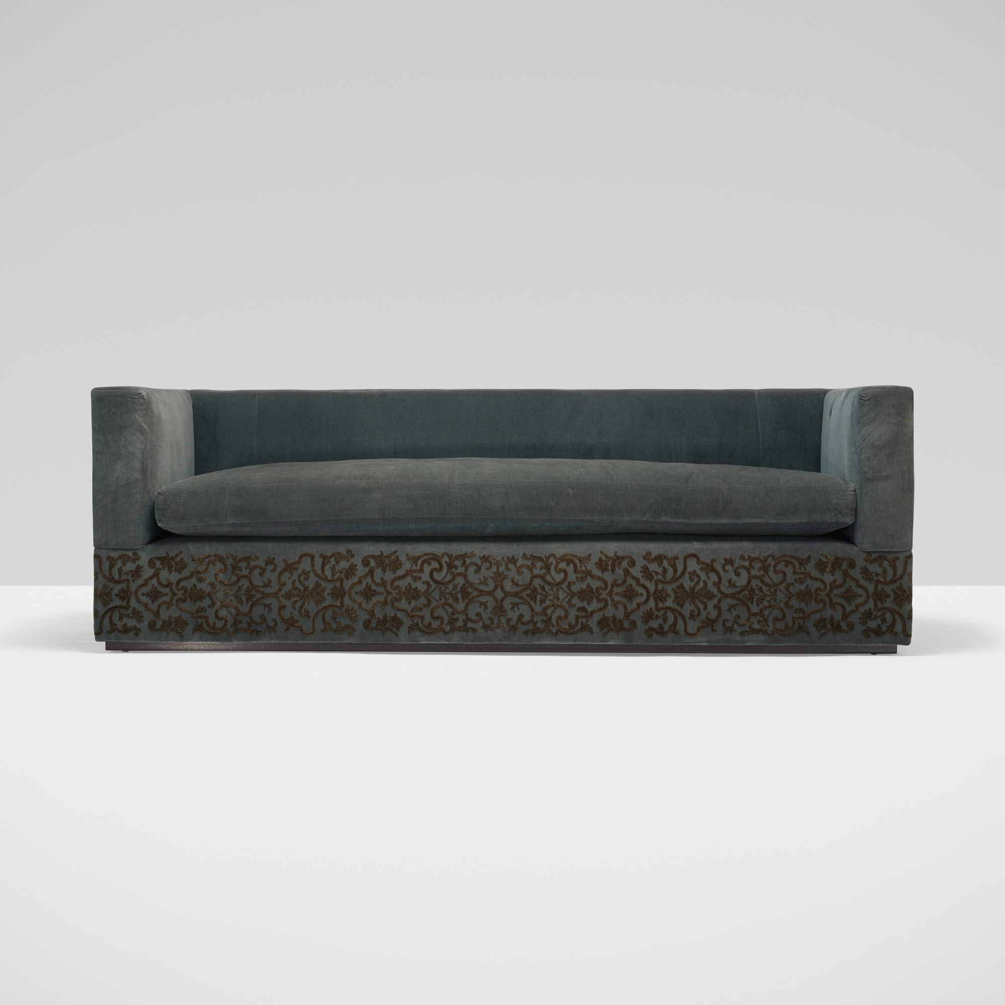 259: Muriel Brandolini / custom Gwathmey sofa (1 of 2)