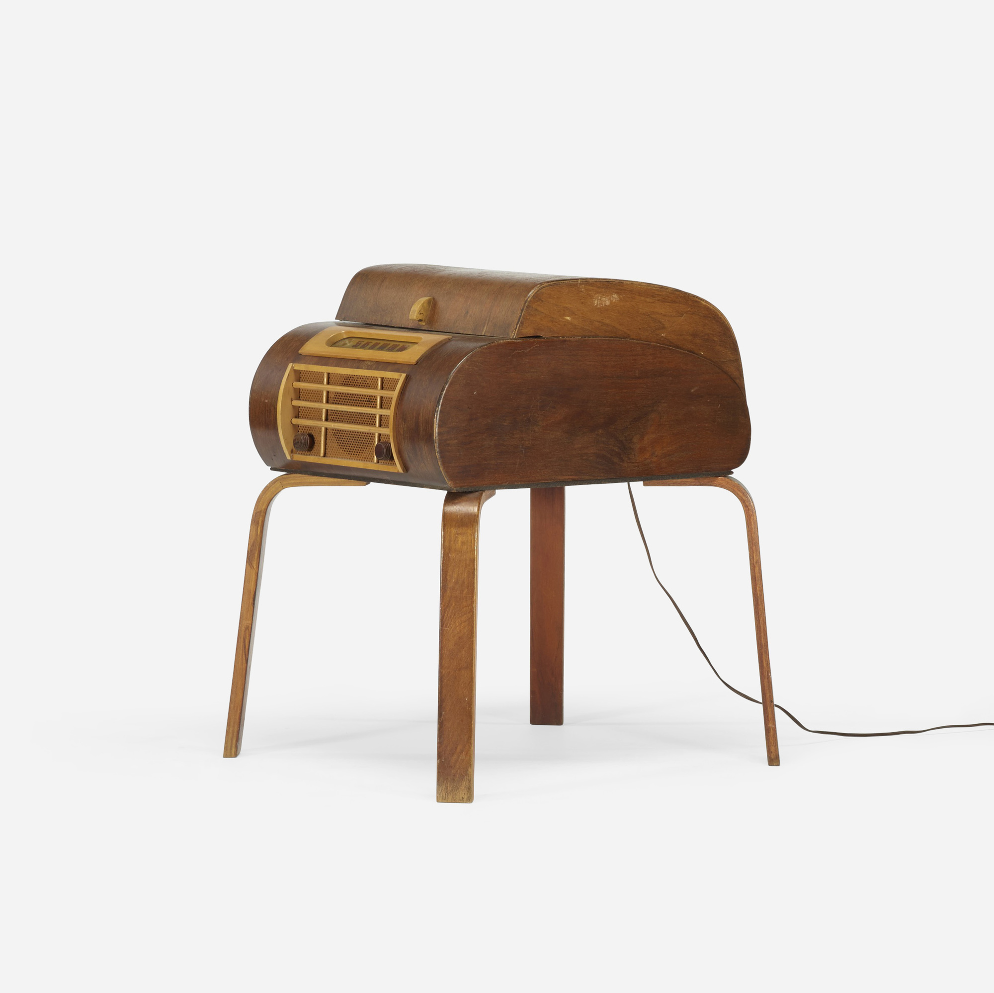 264: In the manner of Charles and Ray Eames / radio and turntable (2 of 3)