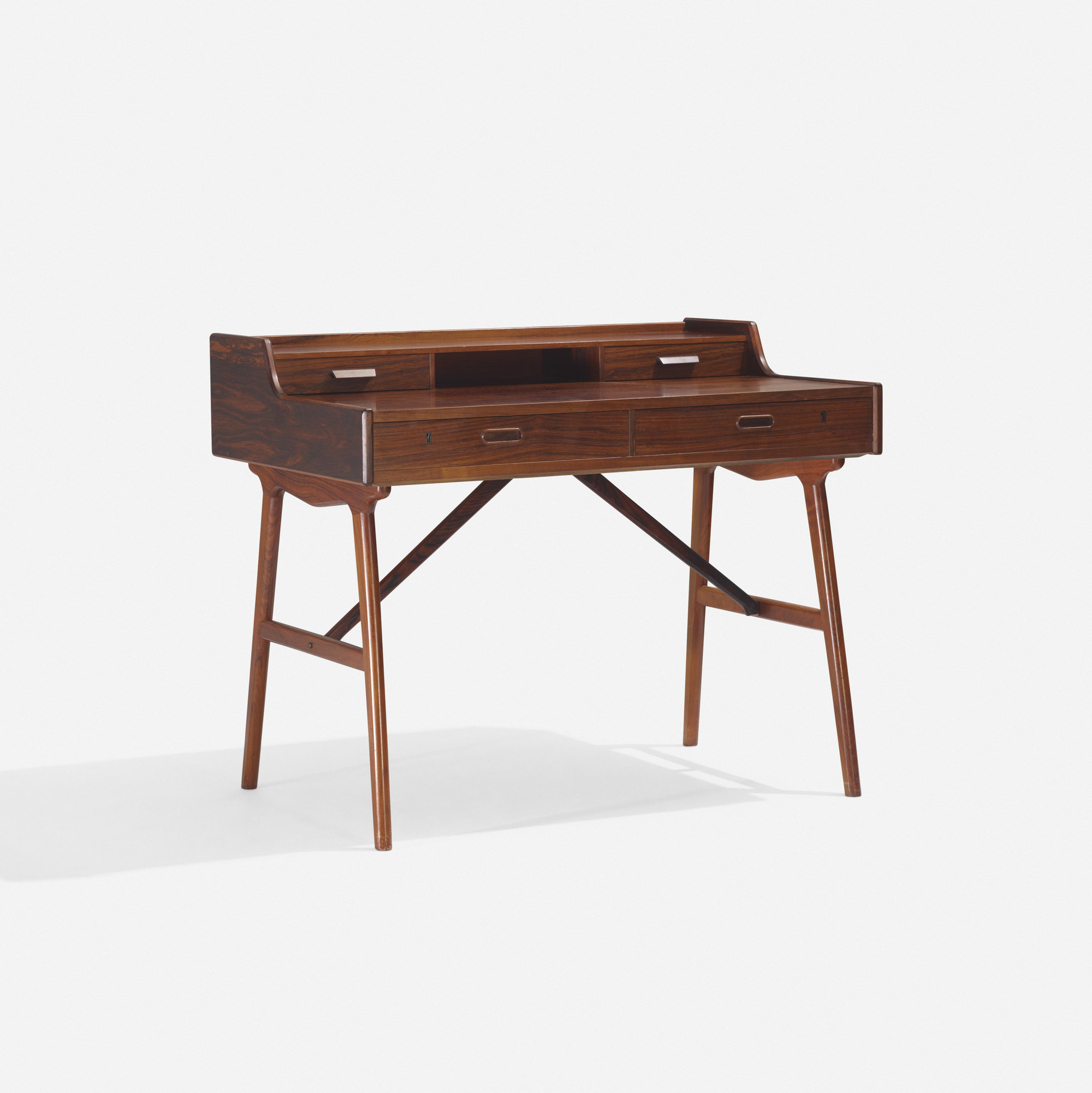 266: Arne Wahl Iversen / desk (1 of 3)