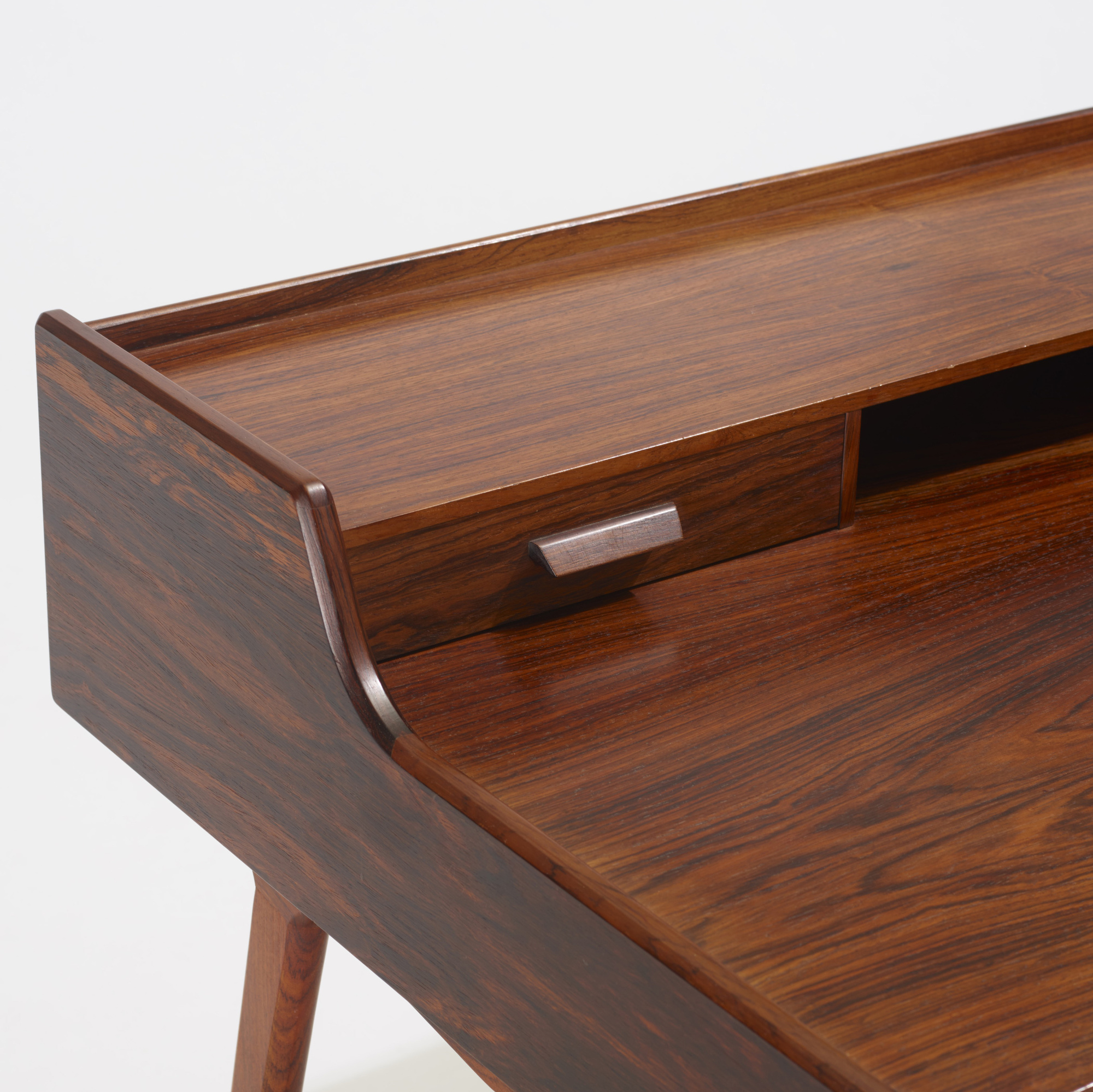 266: Arne Wahl Iversen / desk (3 of 3)