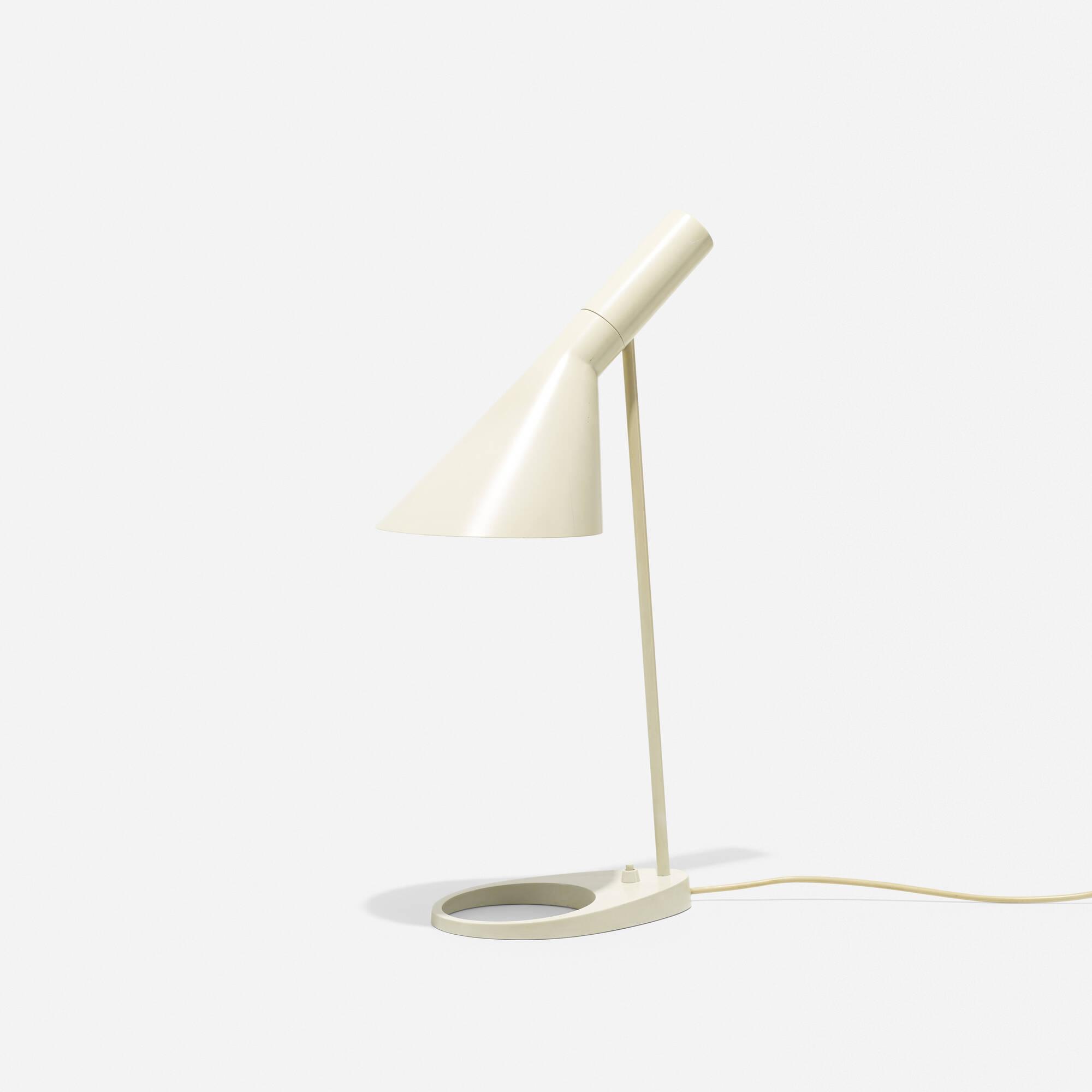 267: Arne Jacobsen / Visor table lamp (1 of 2)