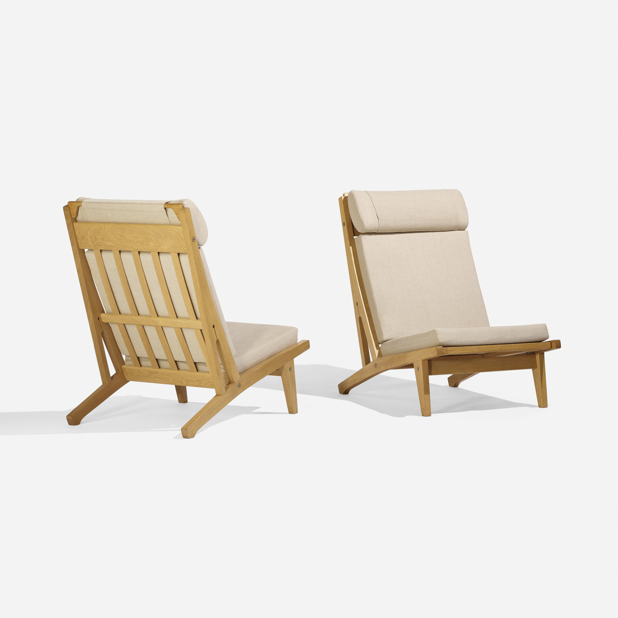 270: Hans J. Wegner / lounge chairs model GE375, pair (1 of 3)
