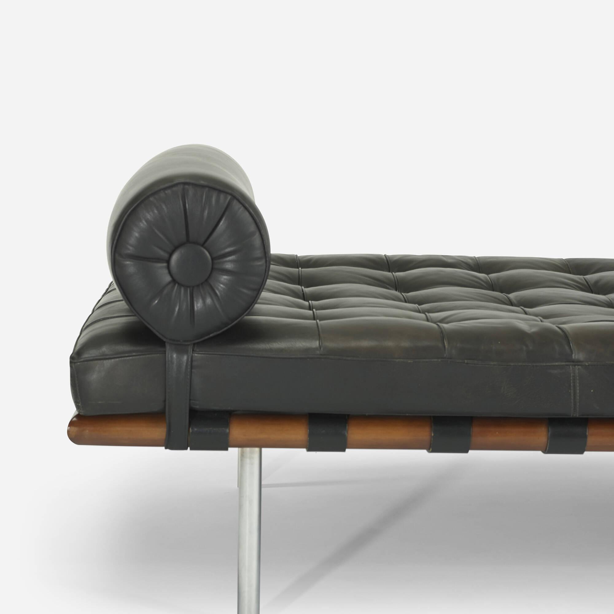 barcelona chaise longue finest pavilion barcelona chair mies van der rohe with barcelona chaise. Black Bedroom Furniture Sets. Home Design Ideas