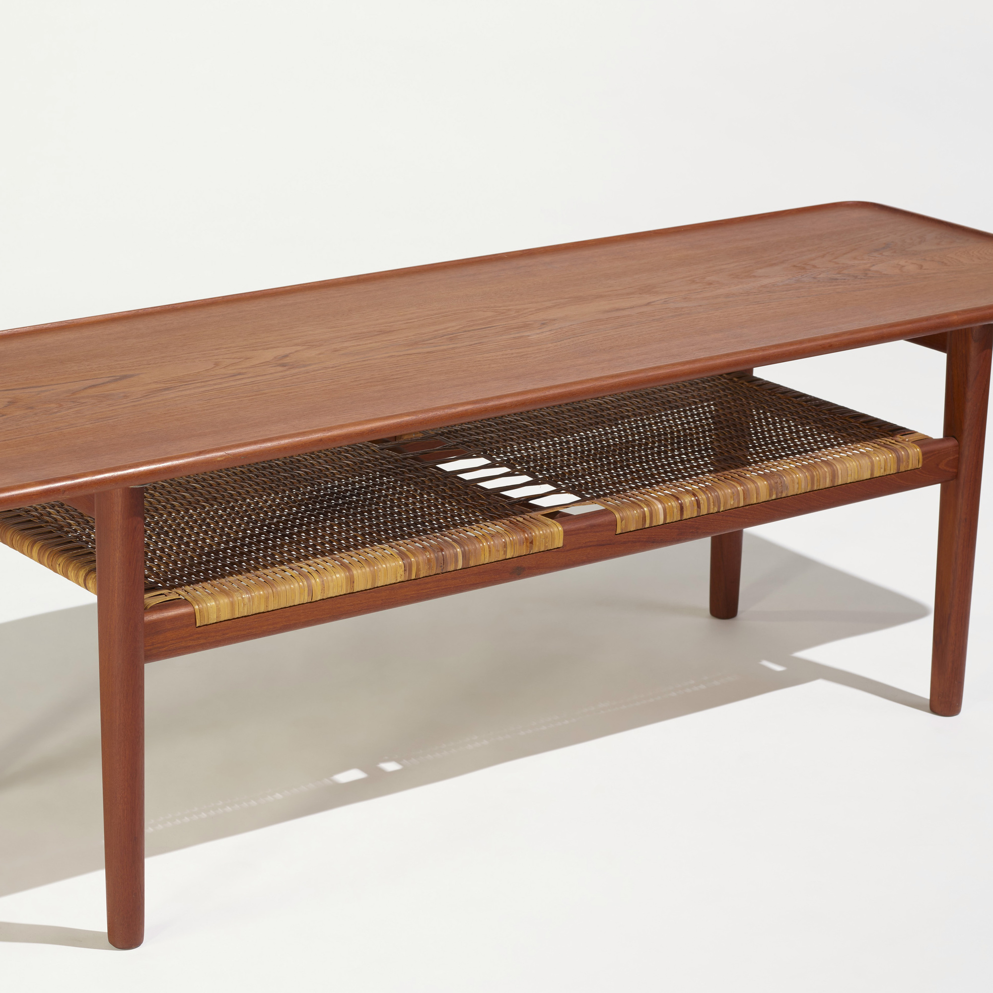 278: Hans J. Wegner / coffee table, model AT 10 (2 of 3)