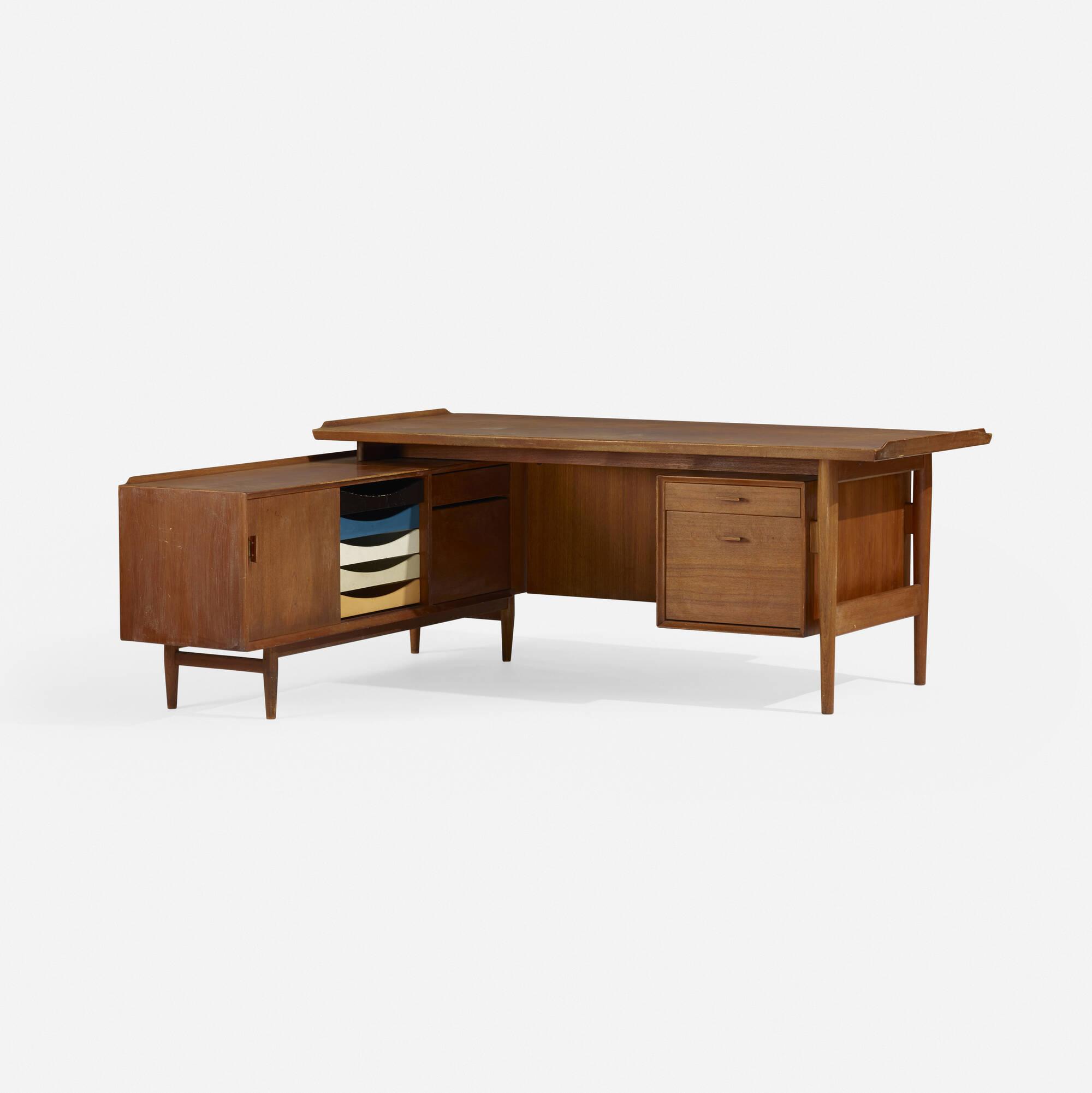 280: Arne Vodder / desk and return (1 of 4)