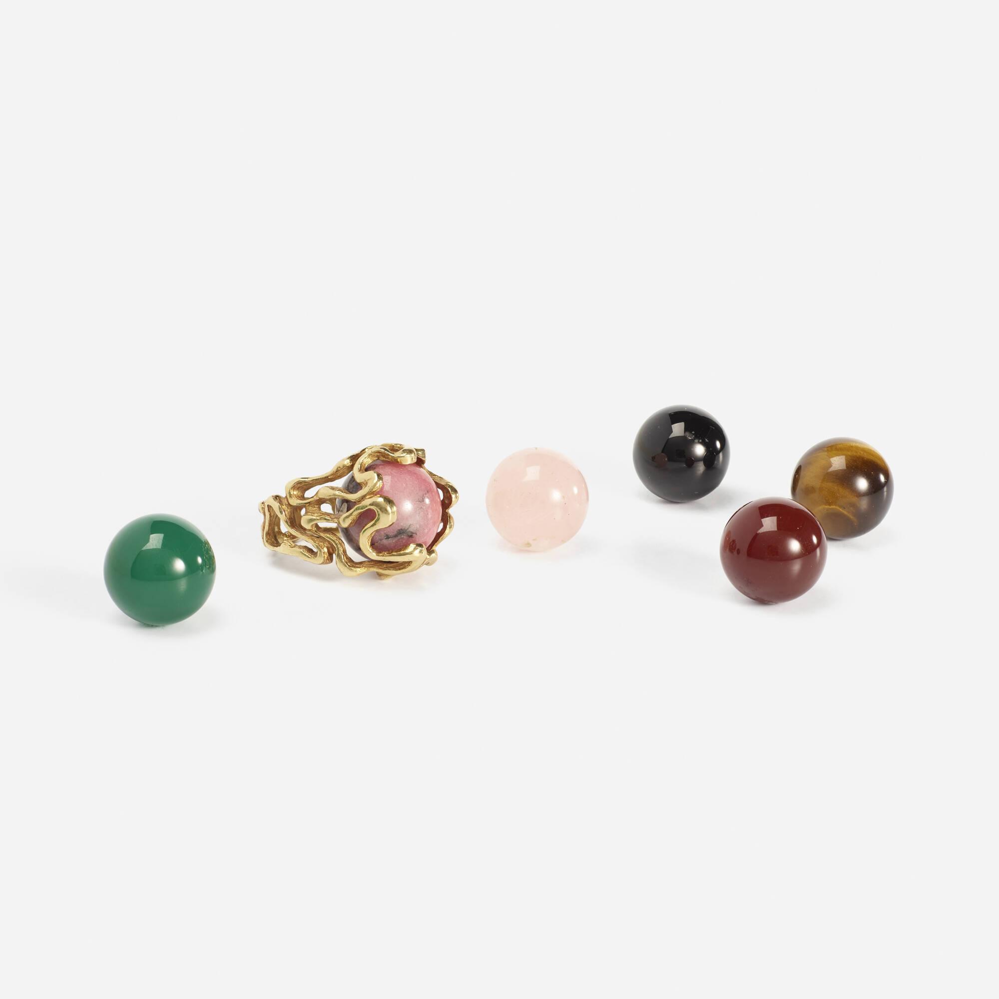 285: Gilbert Albert / A gold ring with interchangeable gemstones (2 of 2)