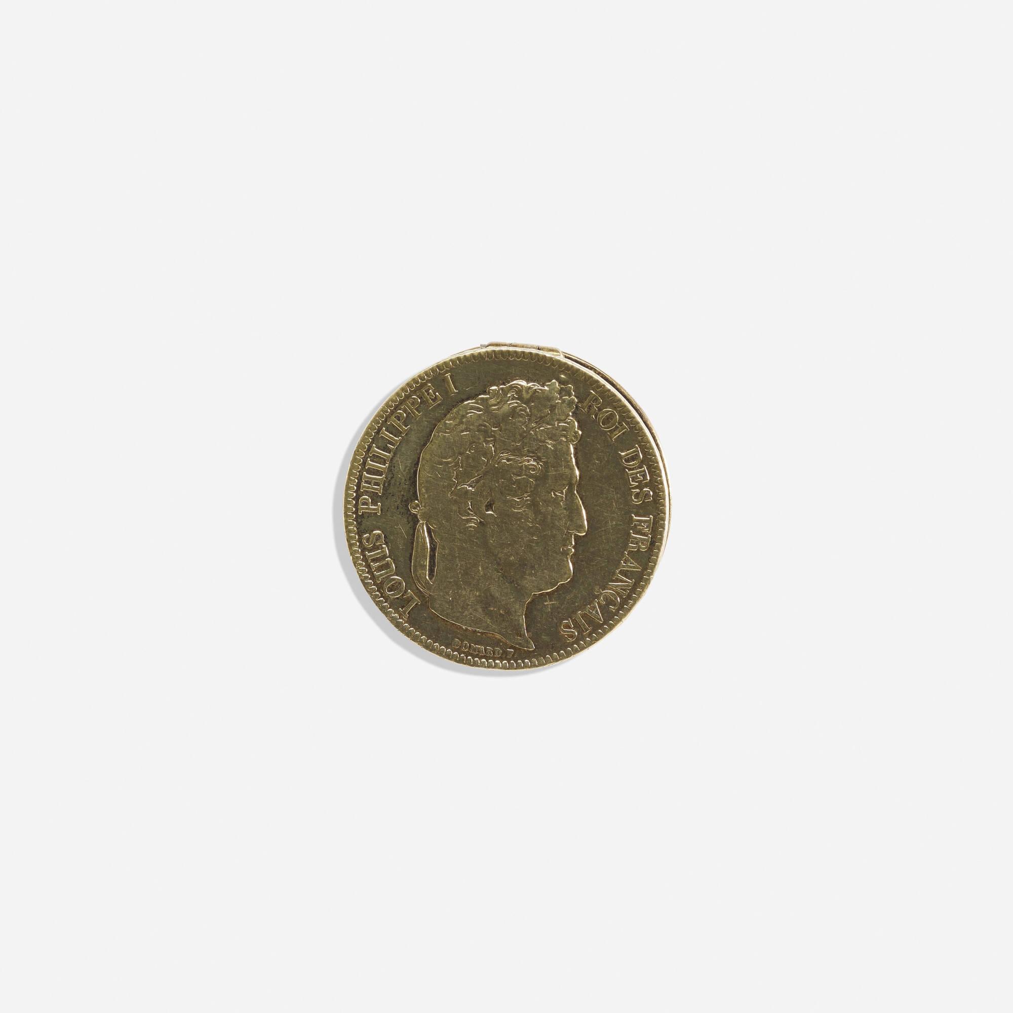 300: Hermès / A gilt sterling silver pill box (1 of 1)