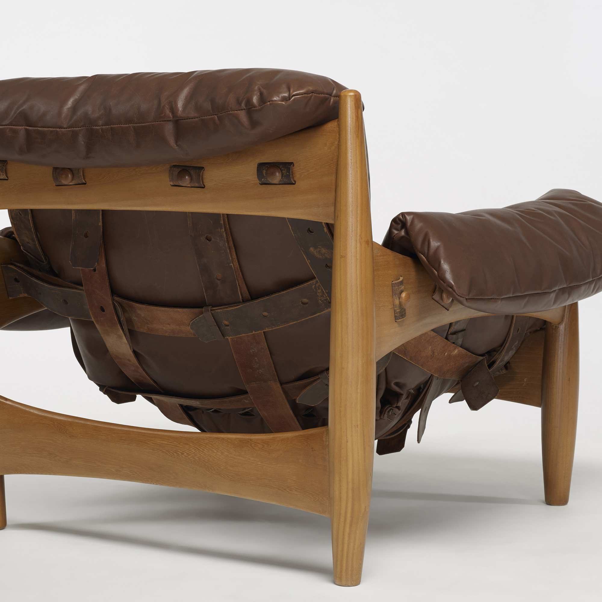 300 Sergio Rodrigues Sheriff chair and ottoman Design 22