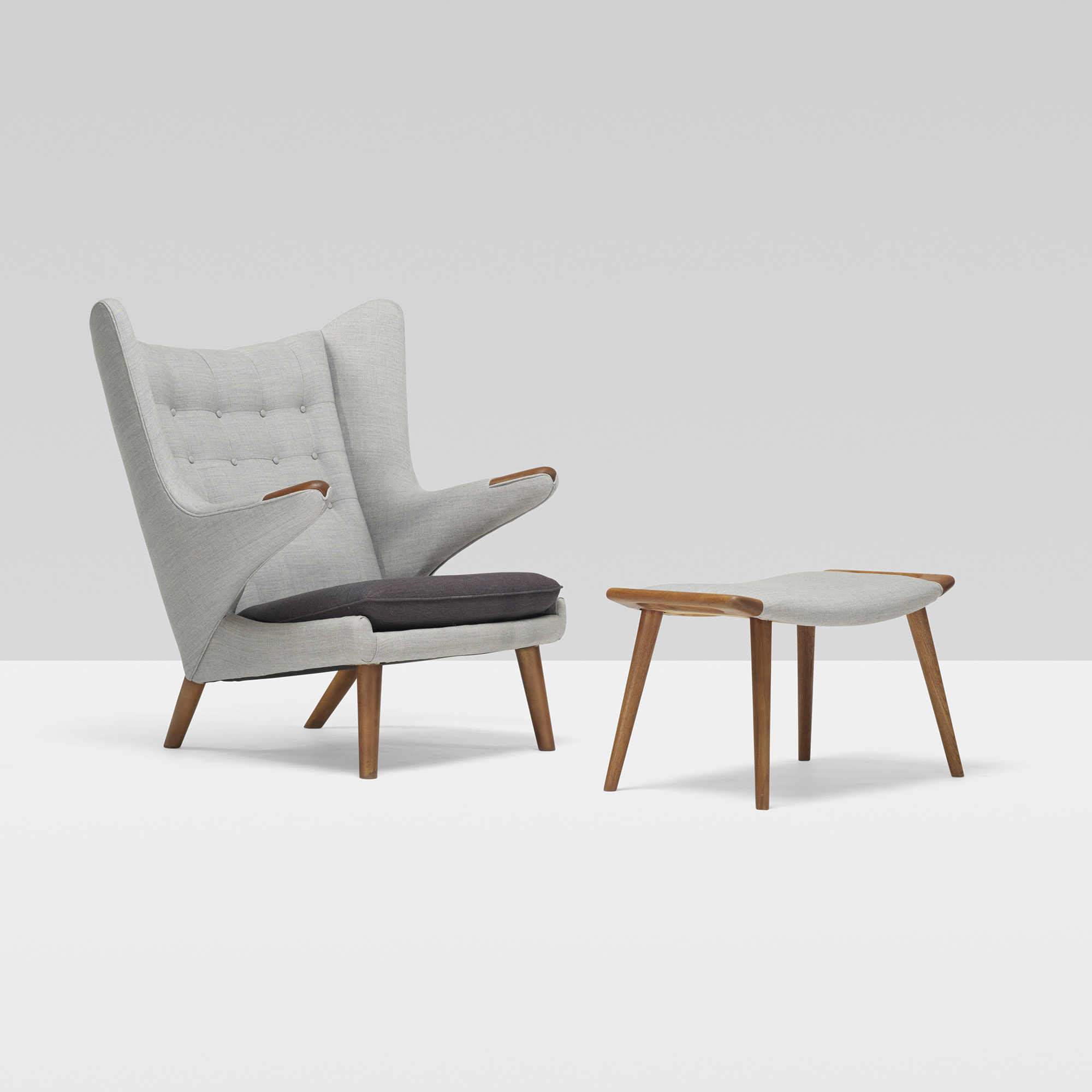 306 Hans J WegnerPapa Bear chair and ottomanDesign 12