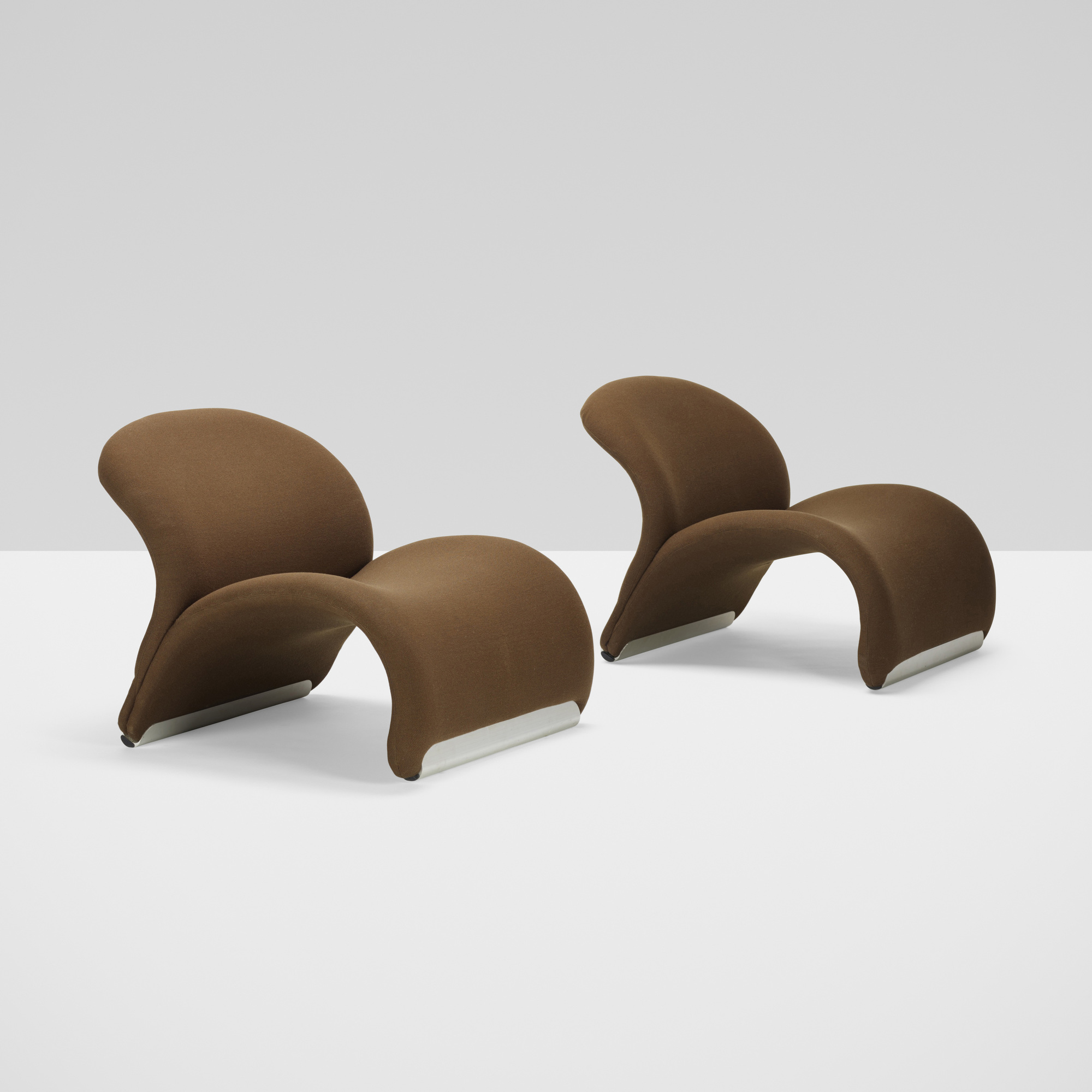 320: Pierre Paulin / Le Chat chairs model 574, pair (2 of 4)