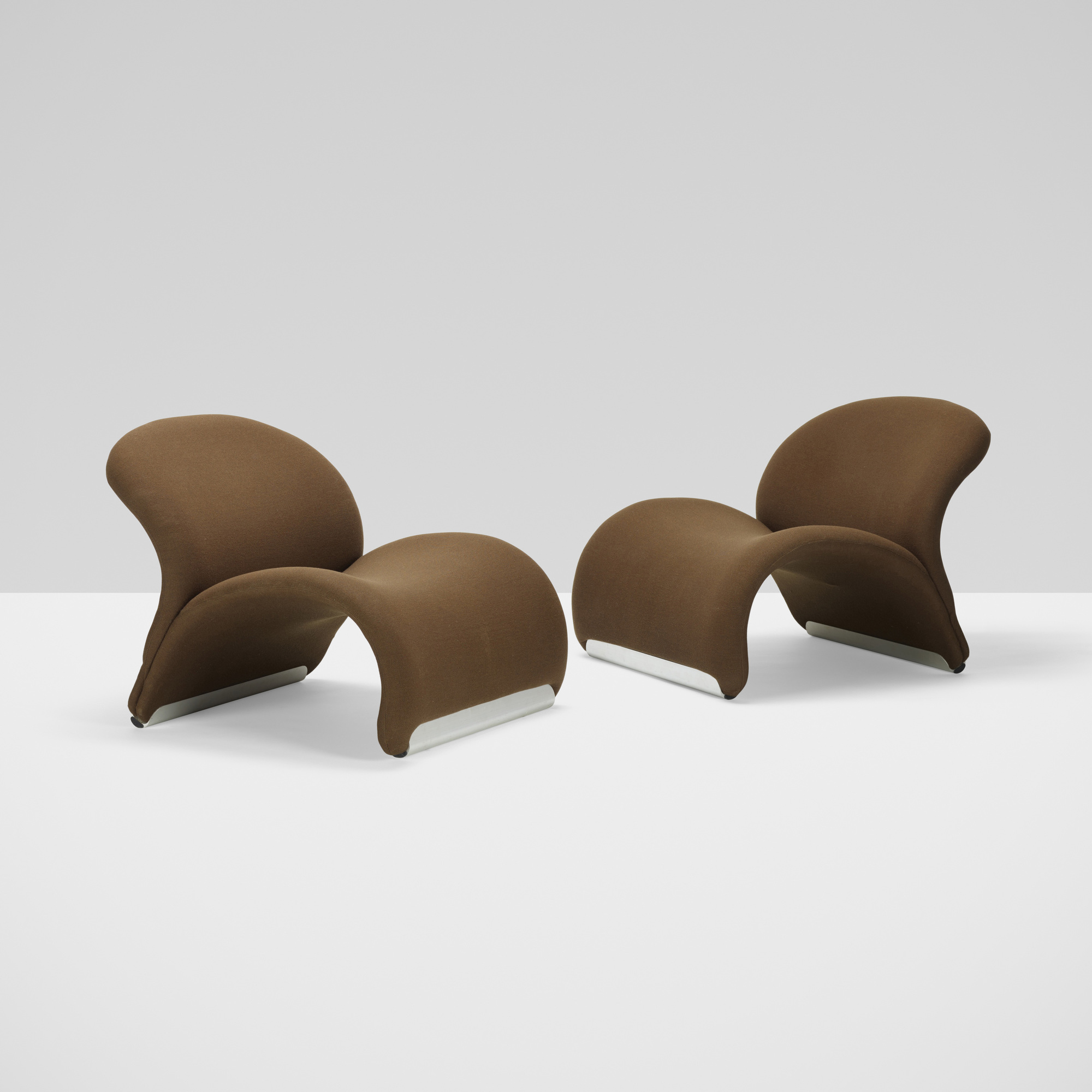 320: Pierre Paulin / Le Chat chairs model 574, pair (3 of 4)