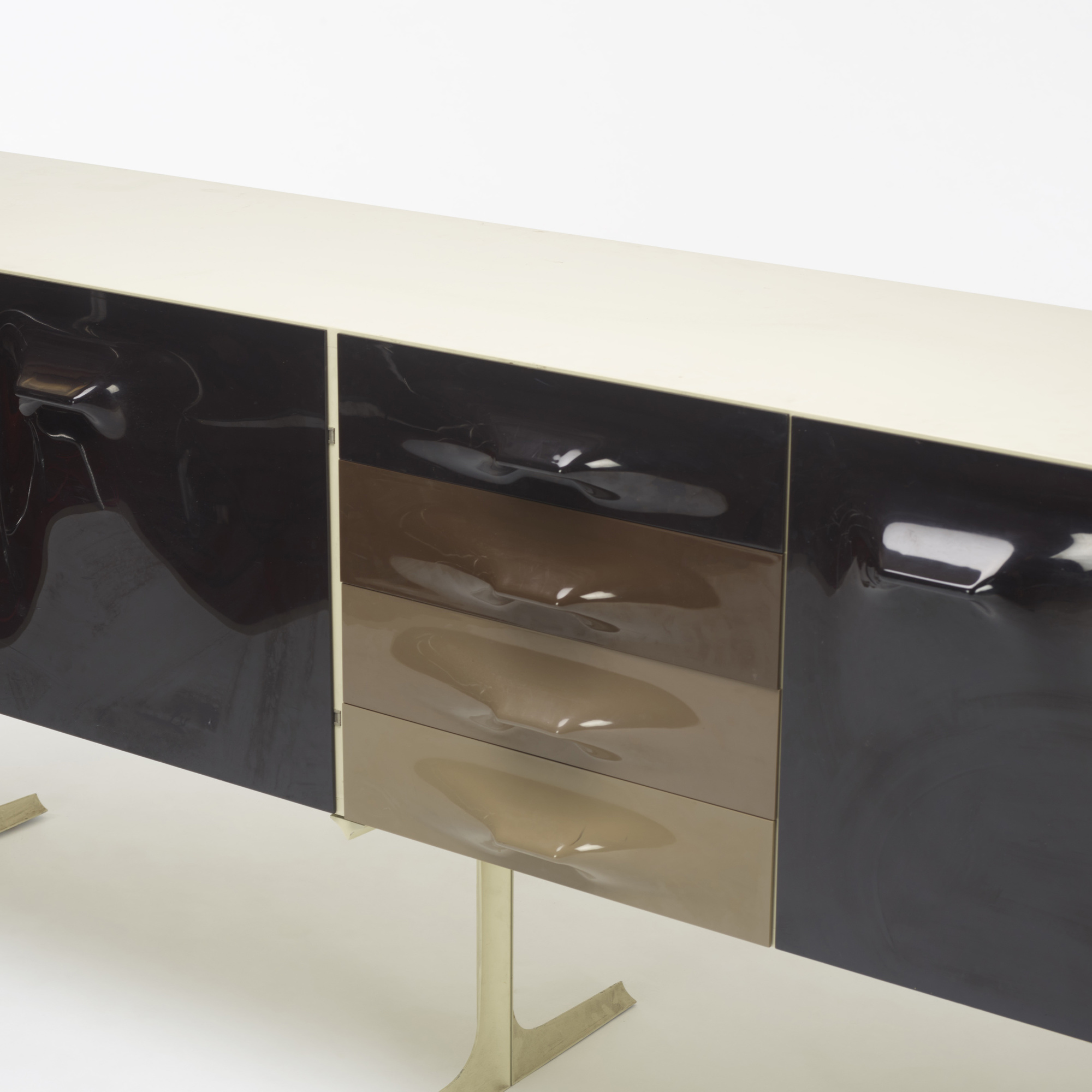 323: Raymond Loewy / DF 2000 cabinet (2 of 3)