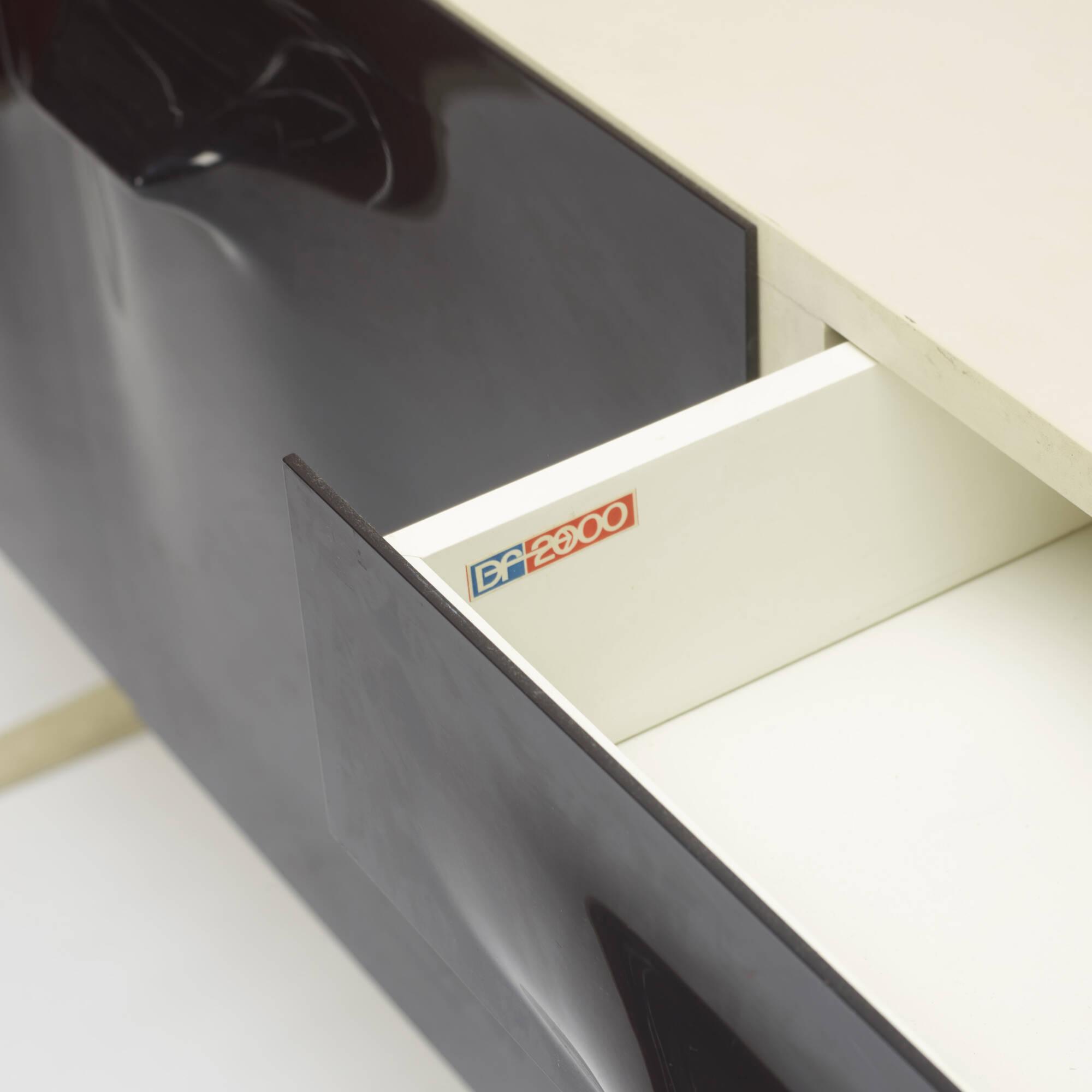 323: Raymond Loewy / DF 2000 cabinet (3 of 3)