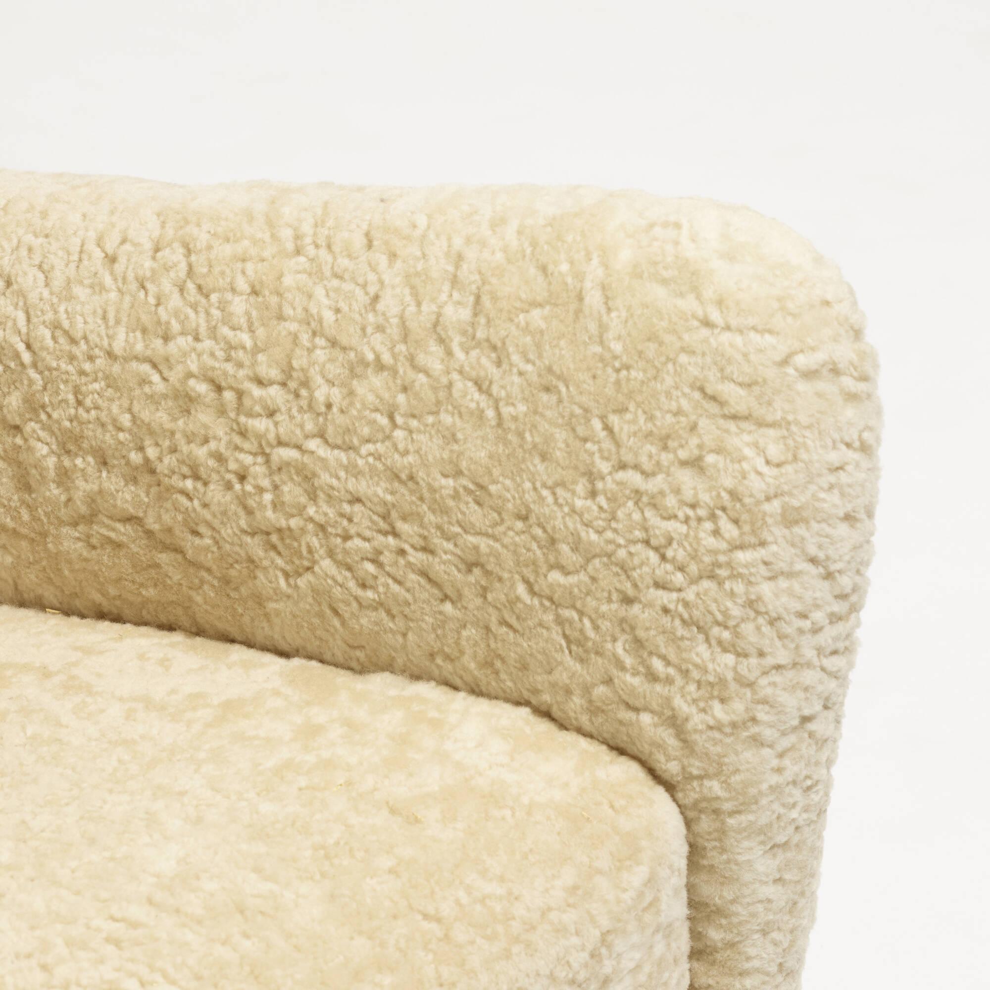 338: Fritz Hansen / Wing Back armchair, model 1672 (4 of 5)