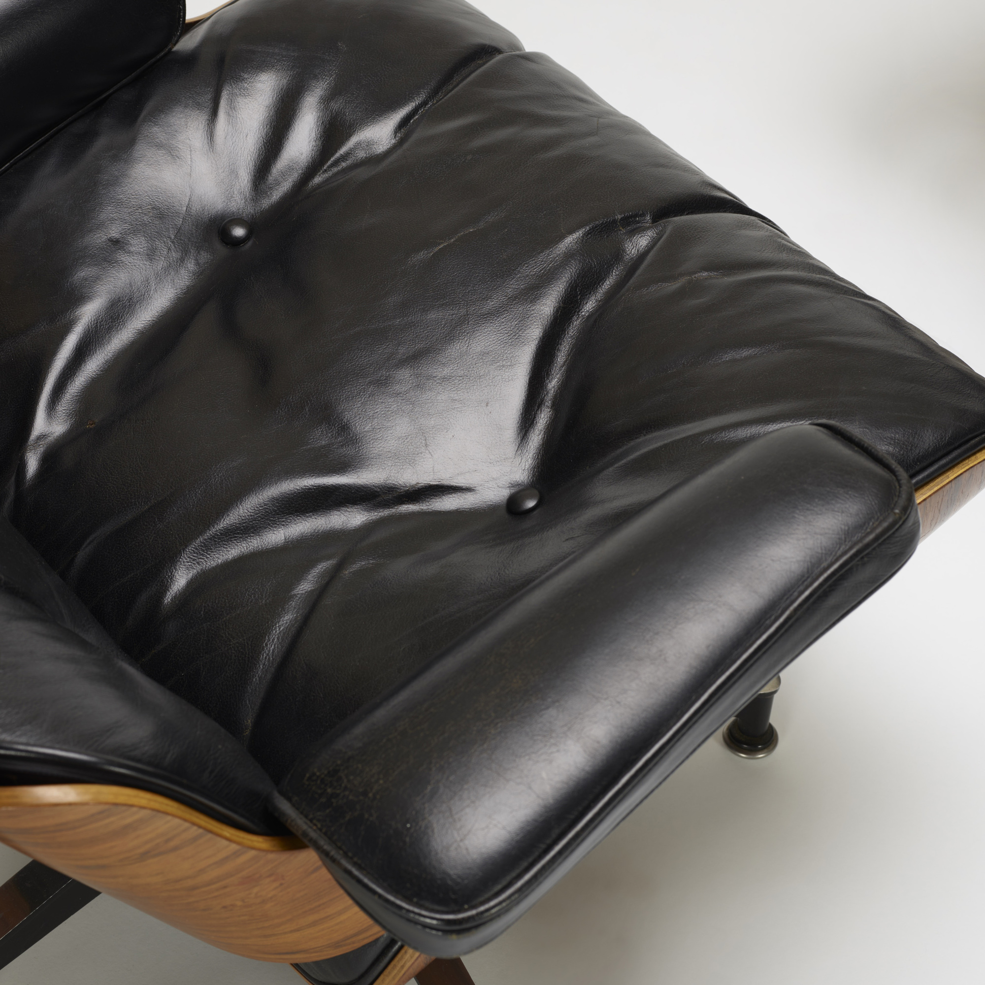 339: Charles and Ray Eames / 670 lounge chair and 671 ottoman (3 of 4)