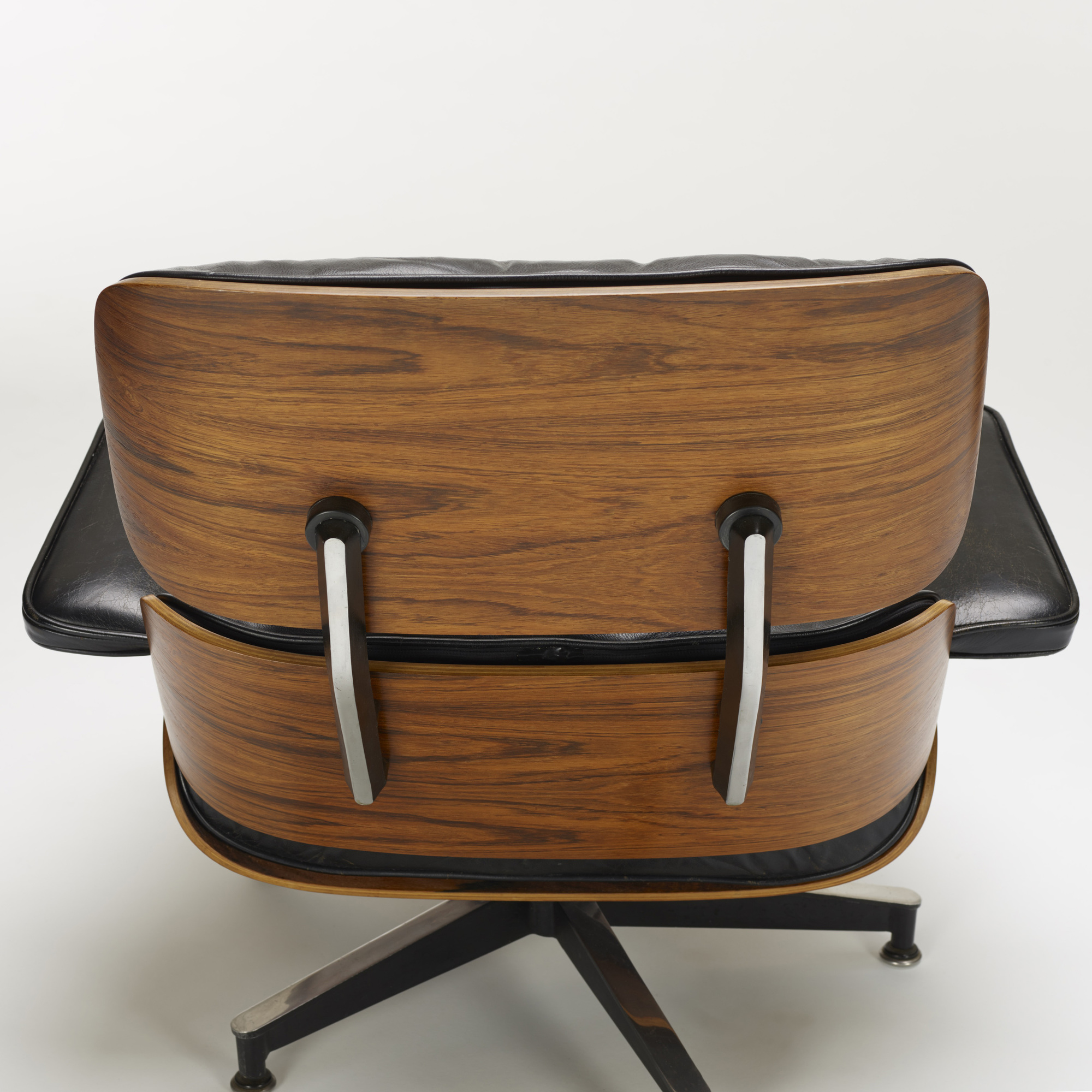 339: Charles and Ray Eames / 670 lounge chair and 671 ottoman (4 of 4)