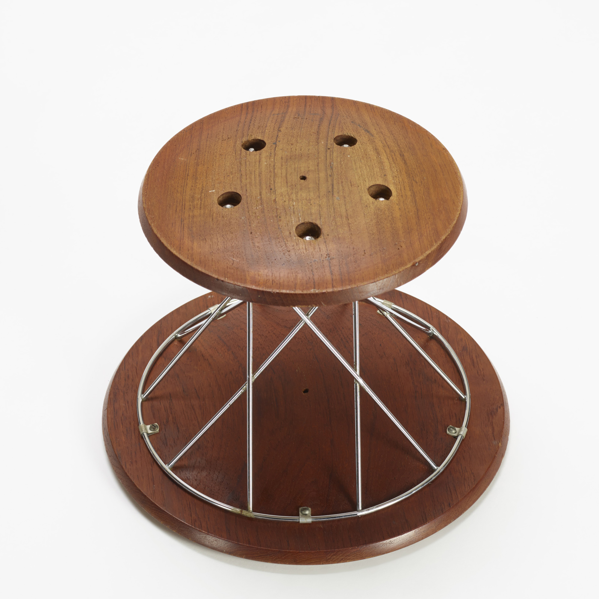 344: Isamu Noguchi / Rocking stool, model 85T (3 of 3)