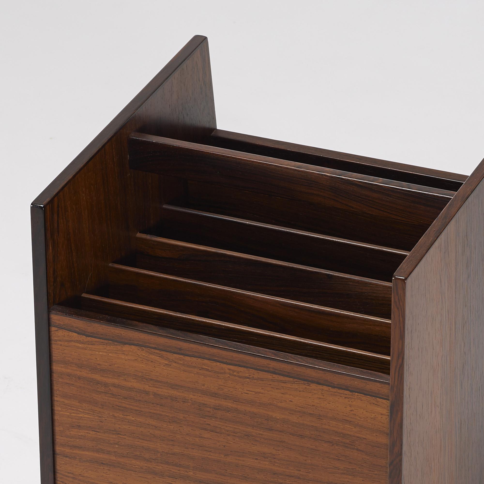 350: Rolf Hesland / magazine stand (3 of 4)