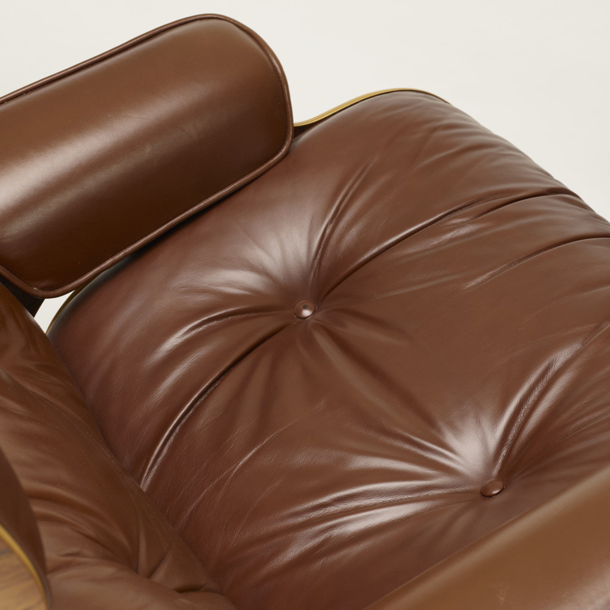 357: Charles and Ray Eames / 670 lounge chair and 671 ottoman (5 of 6)