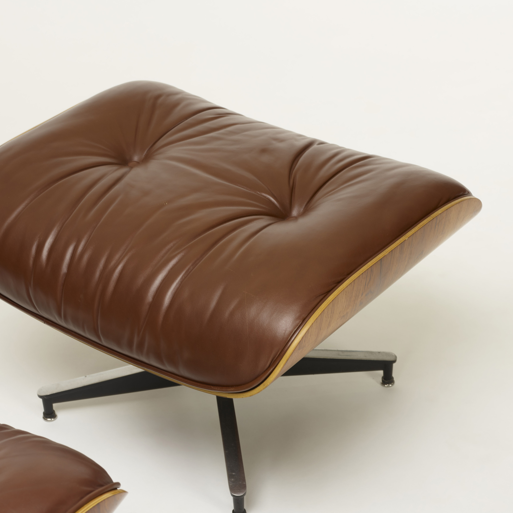 357 charles and ray eames 670 lounge chair and 671 ottoman. Black Bedroom Furniture Sets. Home Design Ideas