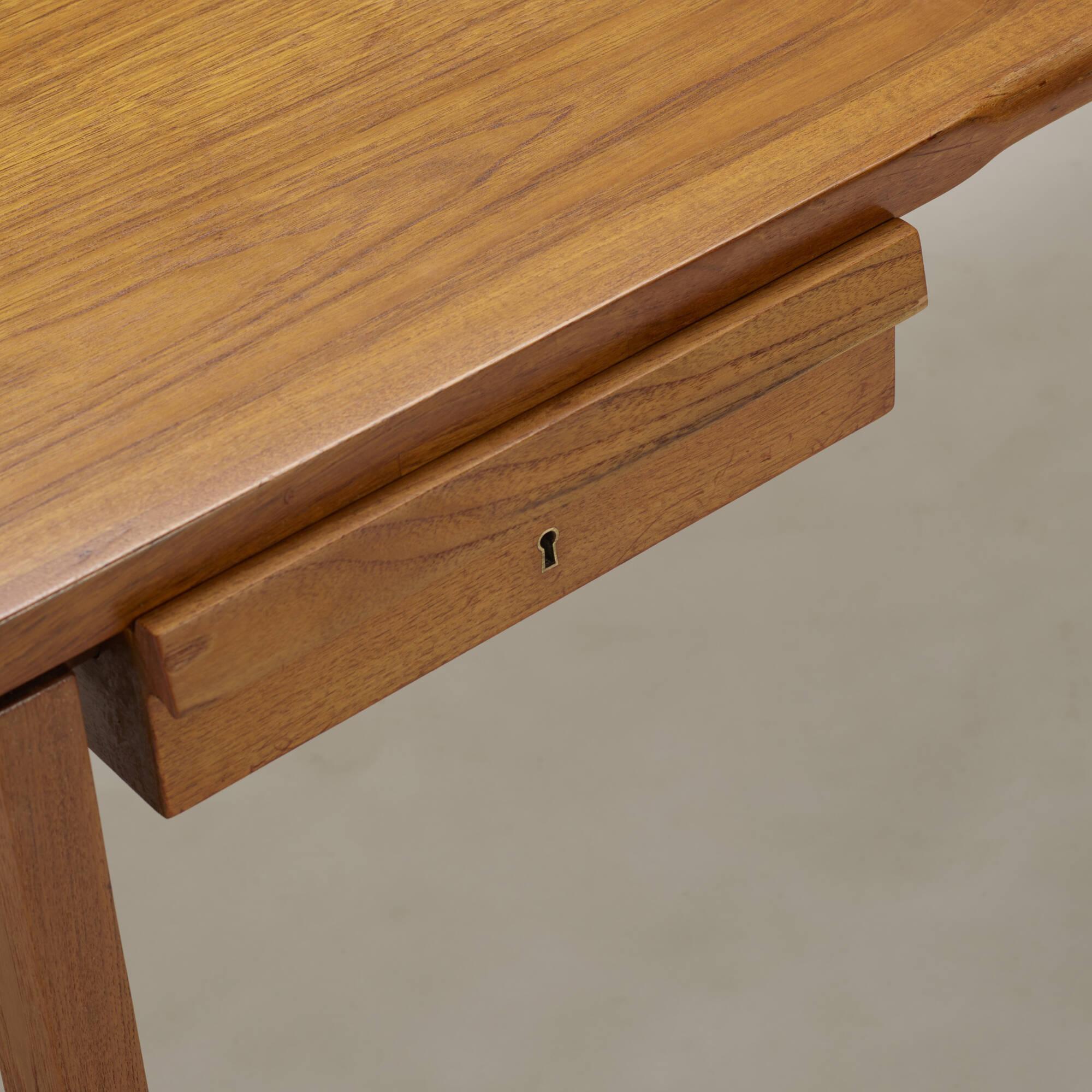 379: Hans J. Wegner / desk, model AT325 A (3 of 3)
