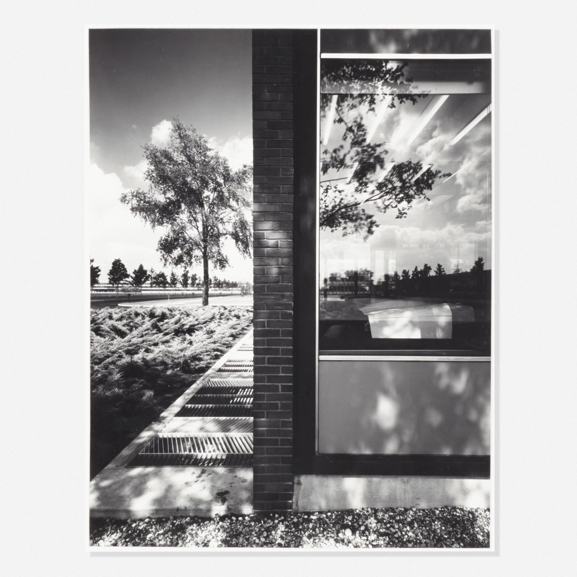 393: Ezra Stoller / Eero Saarinen: General Motors Technology Center (1 of 1)