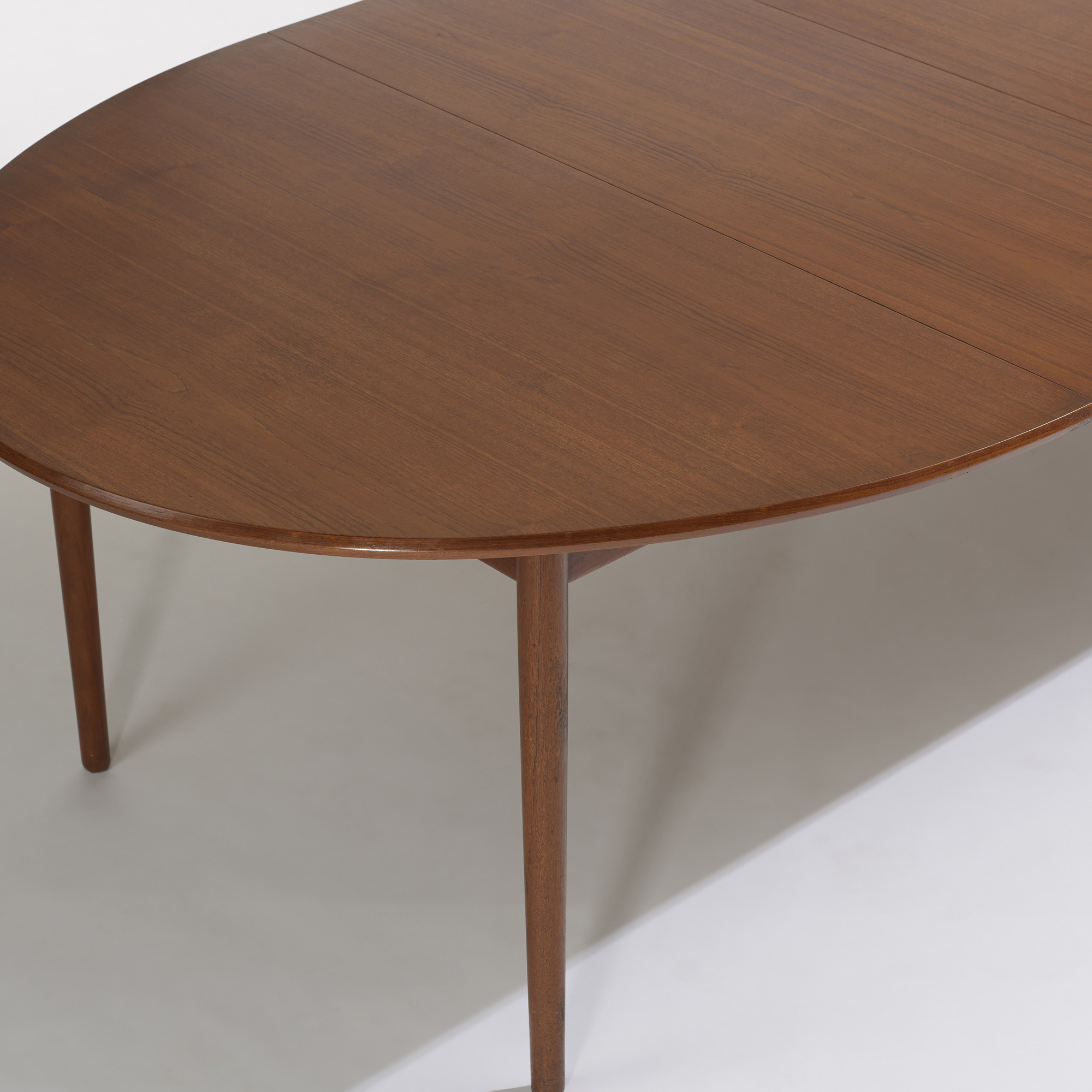 396: Ib Kofod-Larsen / dining table (2 of 3)