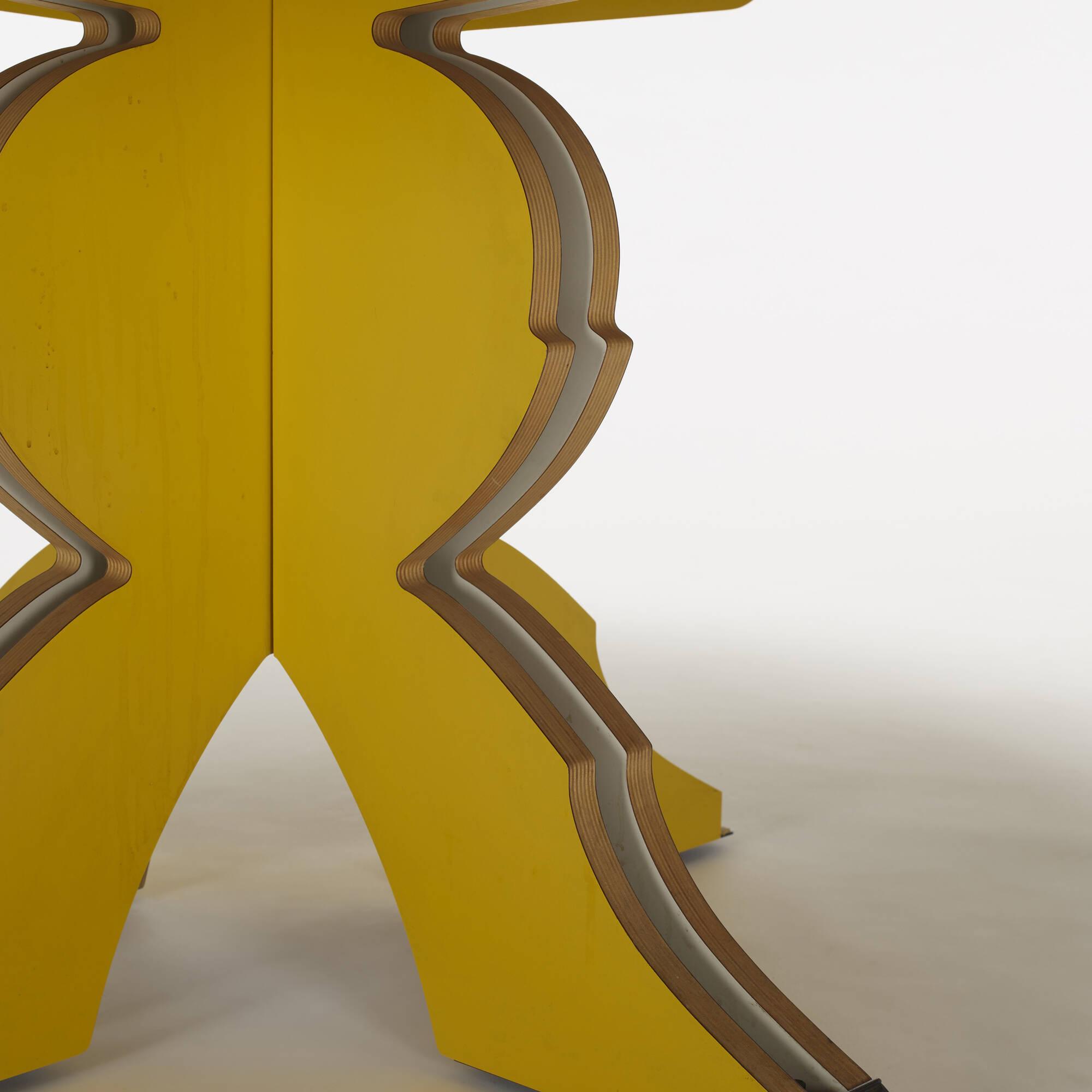 404: Robert Venturi / Urn dining table (2 of 3)