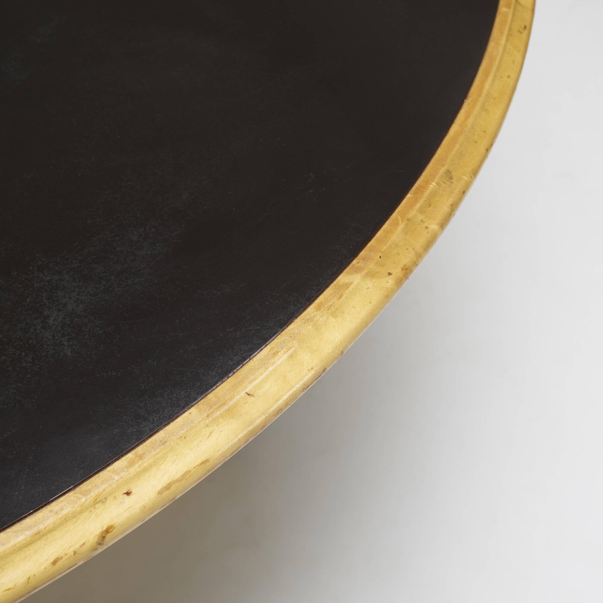 404: Robert Venturi / Urn dining table (3 of 3)
