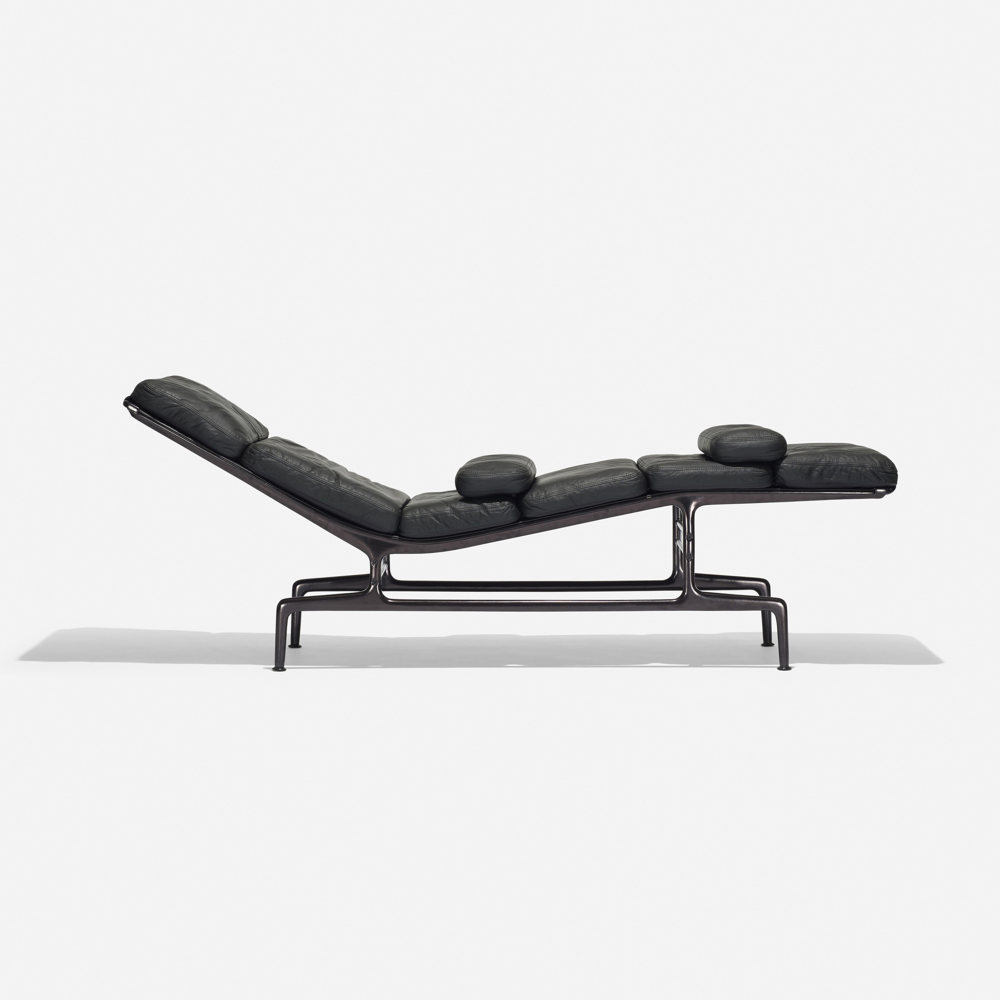 chaise design eames soft pad chaise es with chaise design. Black Bedroom Furniture Sets. Home Design Ideas