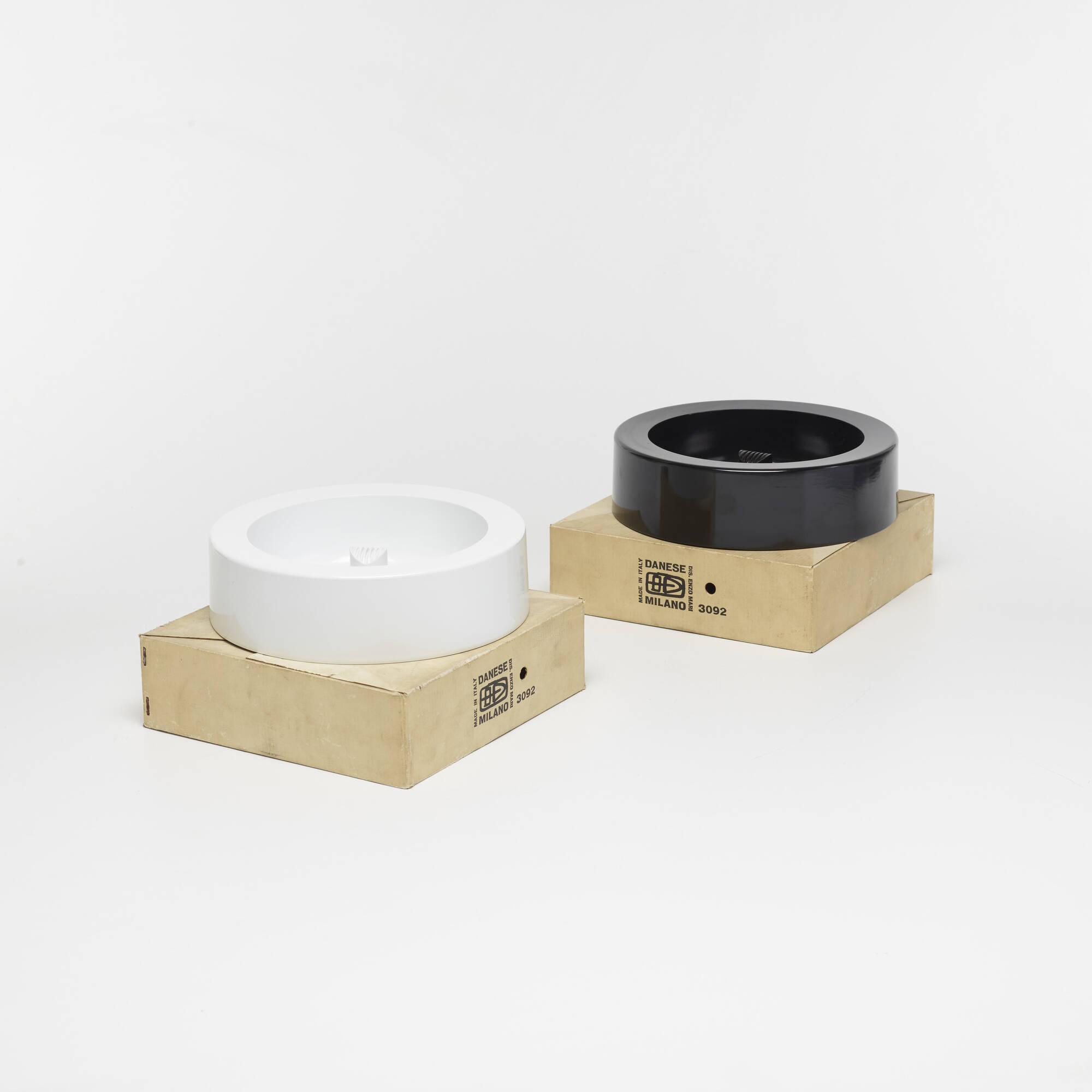 533: Enzo Mari / ashtrays, pair (2 of 3)