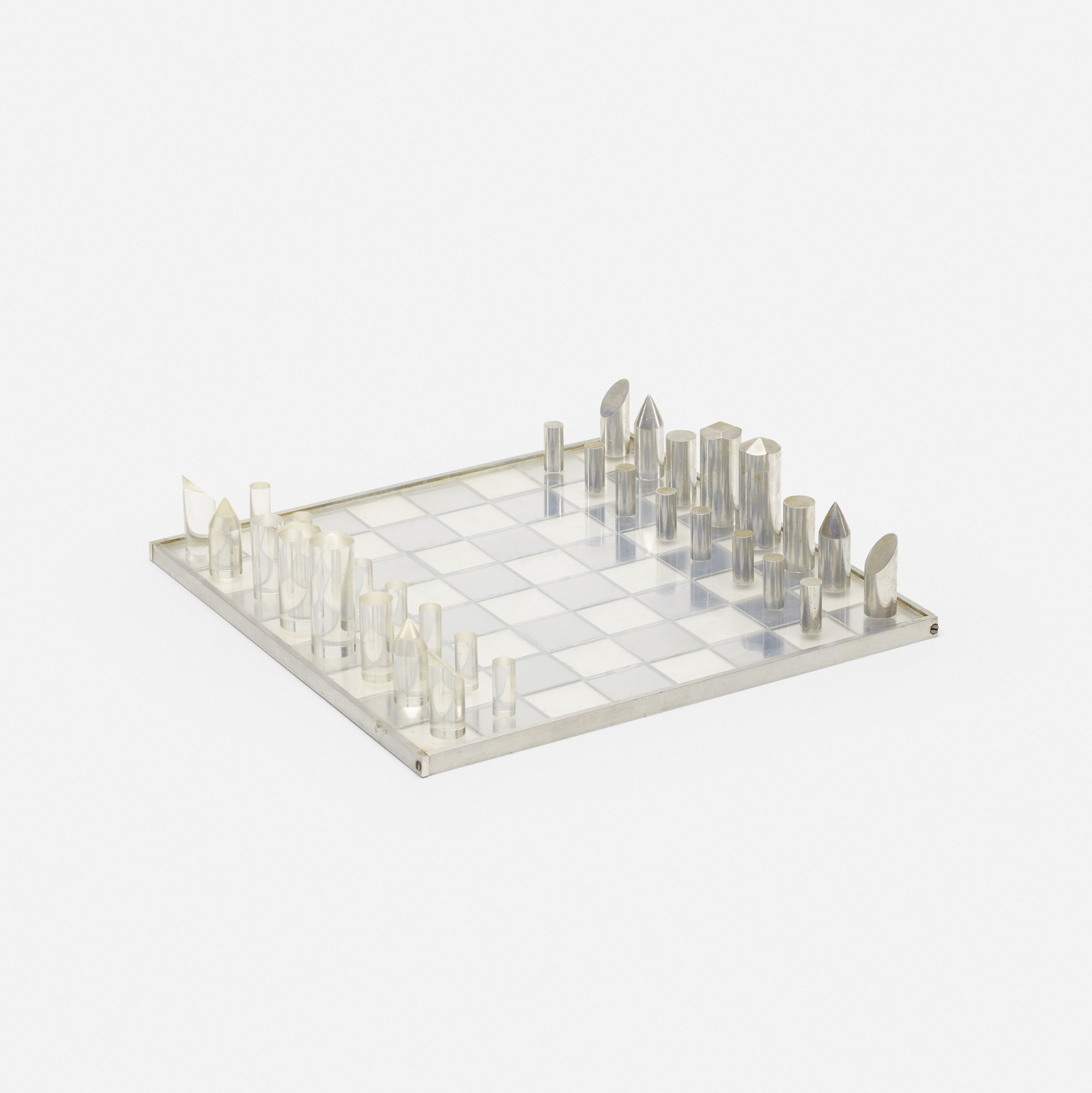 609: Modernist / chess set (1 of 2)