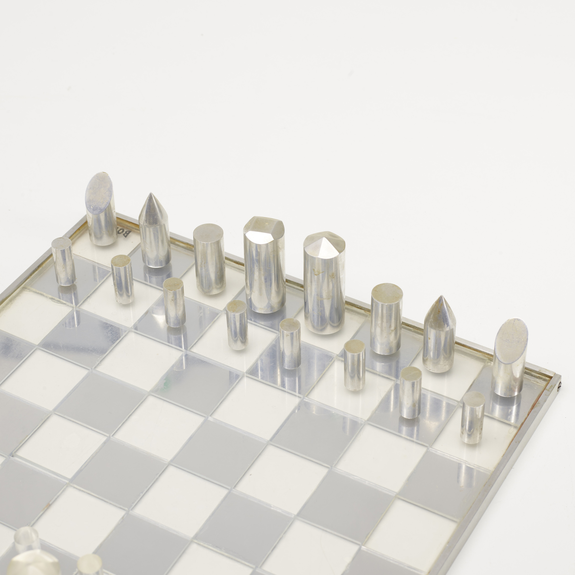 609: Modernist / chess set (2 of 2)