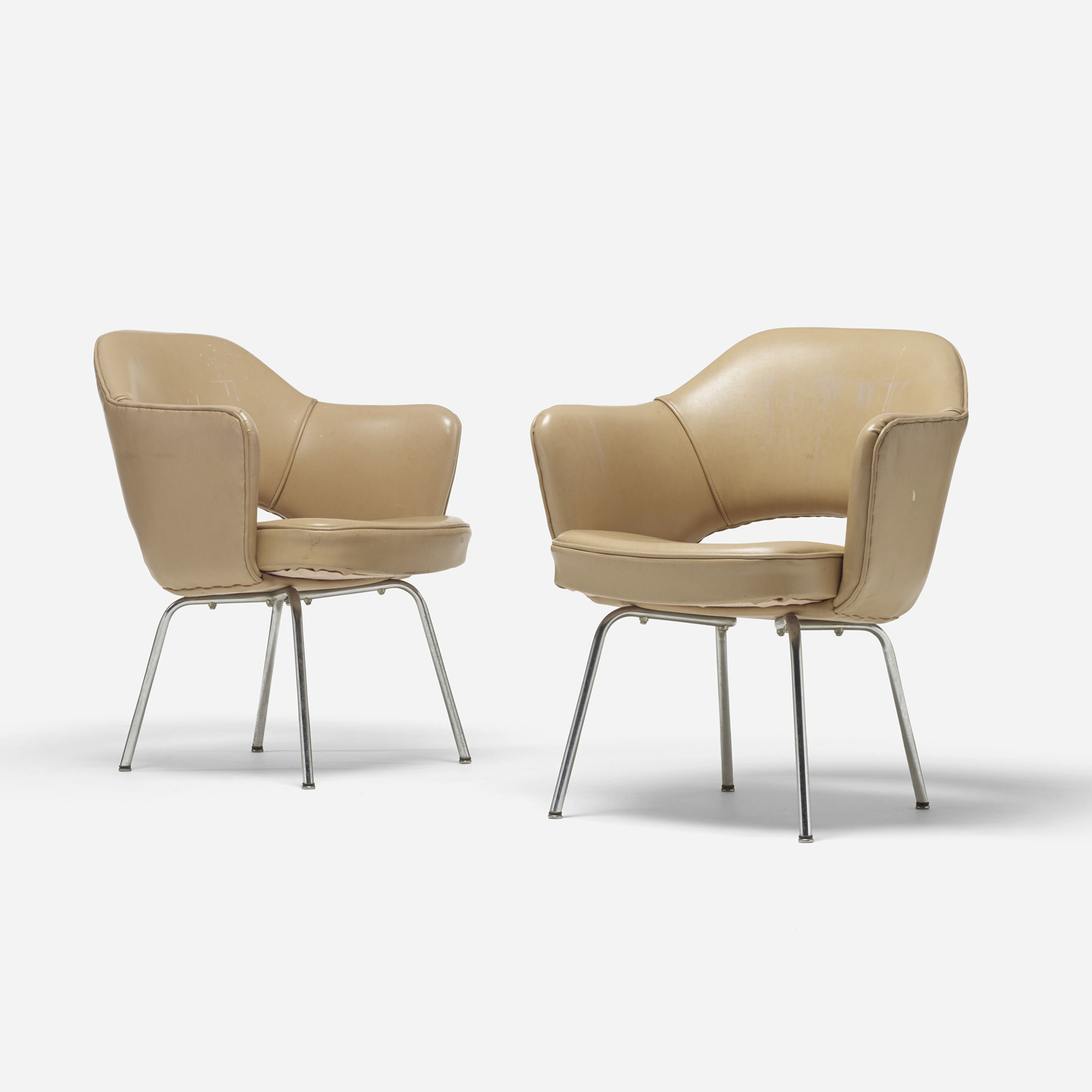 701: Eero Saarinen / Executive armchairs, pair (1 of 4)