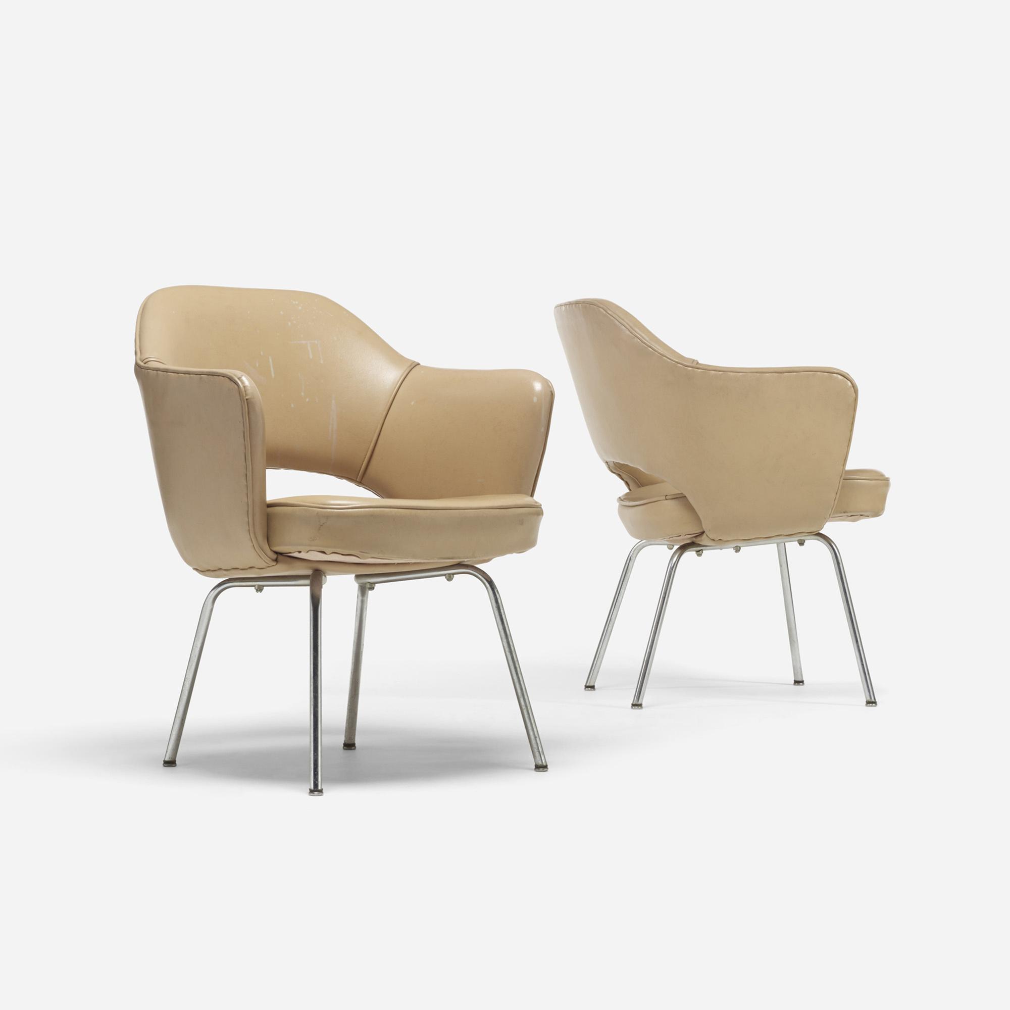 701: Eero Saarinen / Executive armchairs, pair (2 of 4)