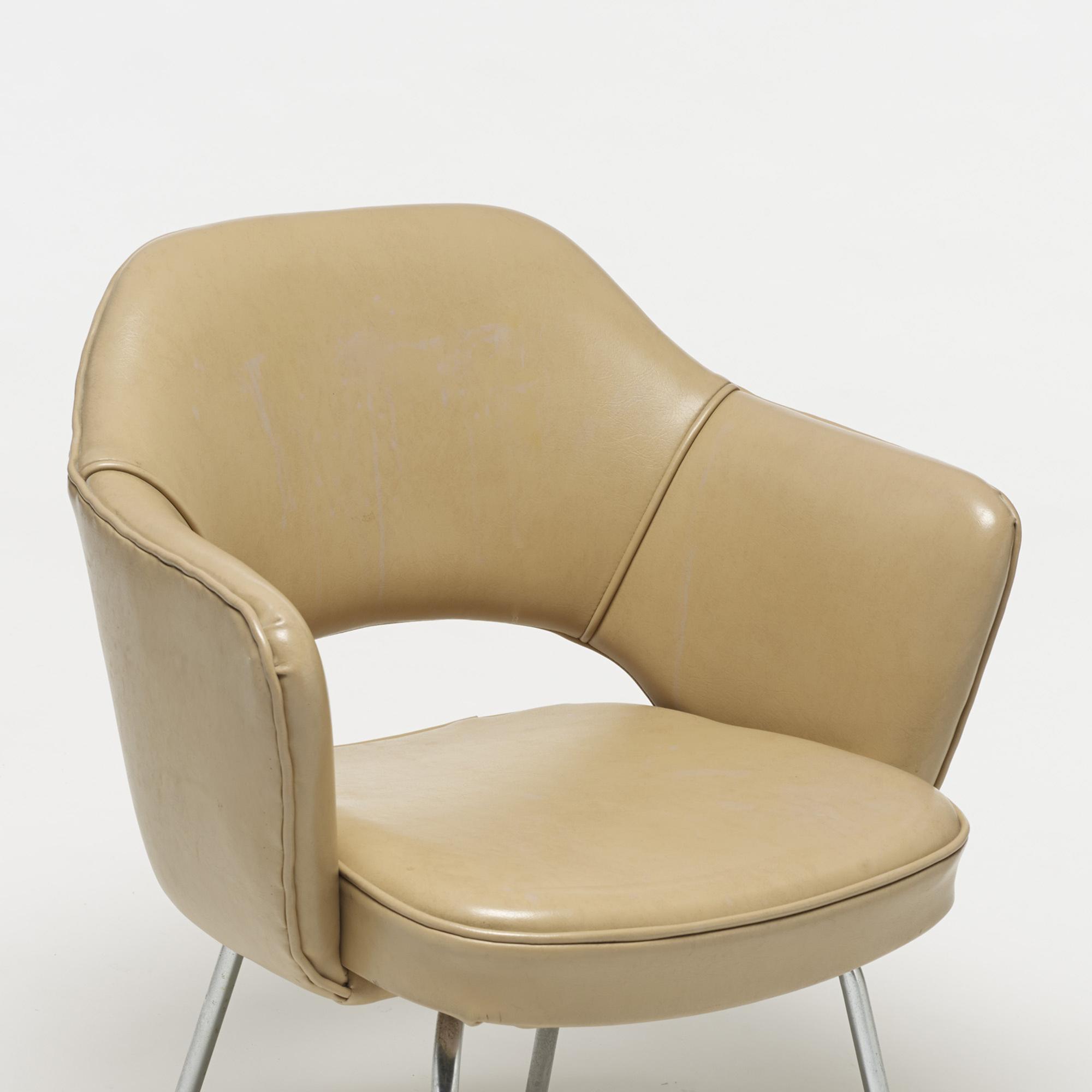 701: Eero Saarinen / Executive armchairs, pair (3 of 4)