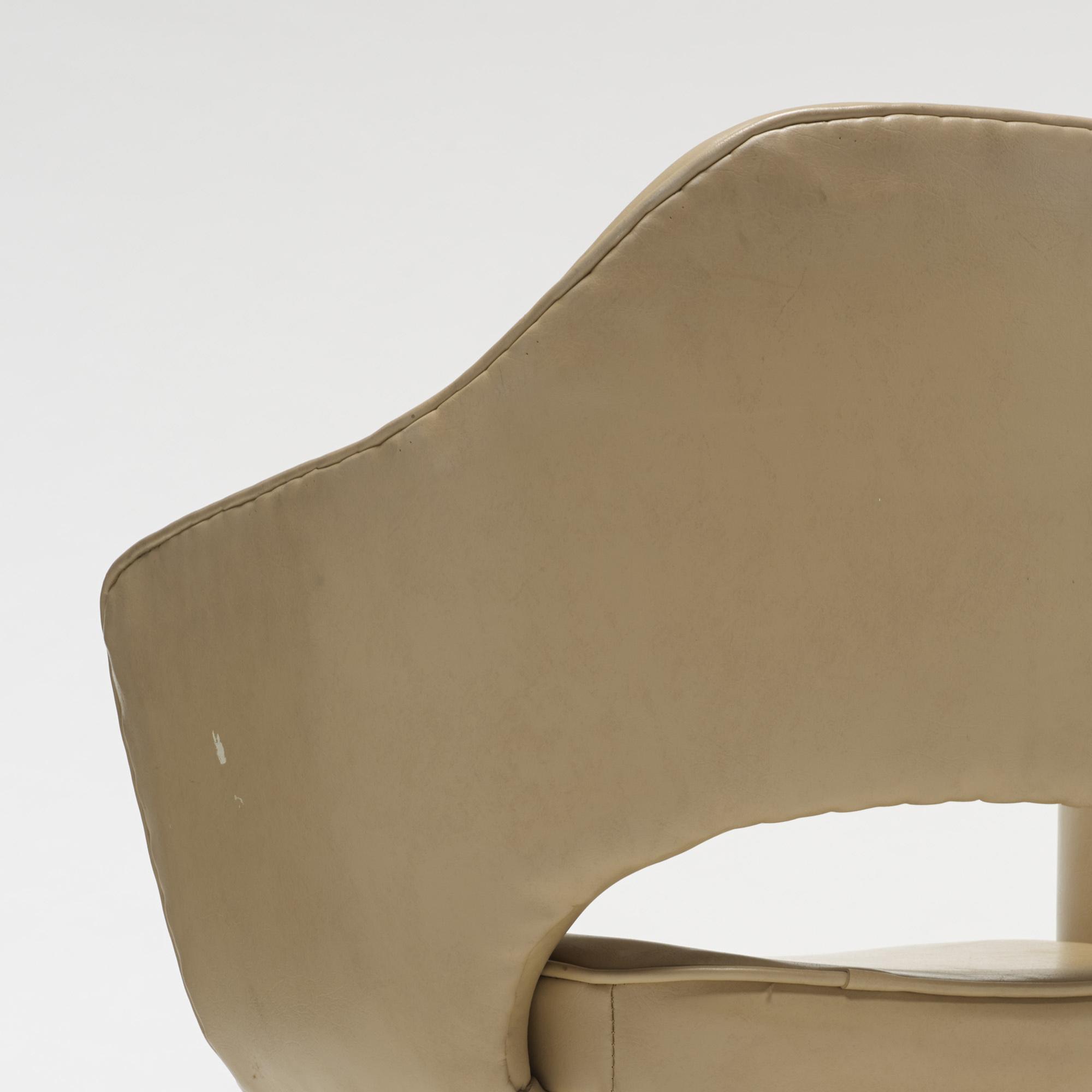 701: Eero Saarinen / Executive armchairs, pair (4 of 4)