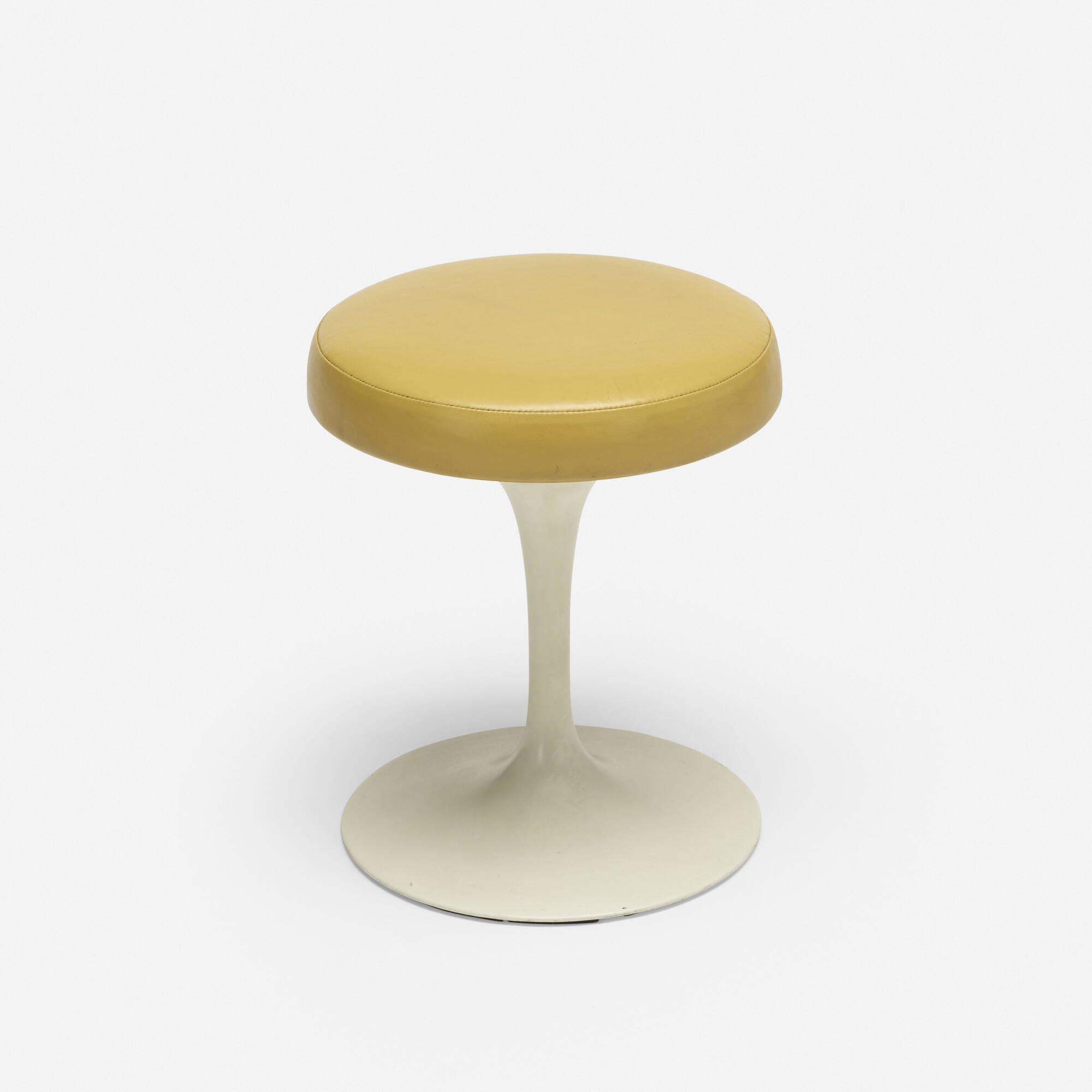 703: Eero Saarinen / Tulip stool (1 of 2)