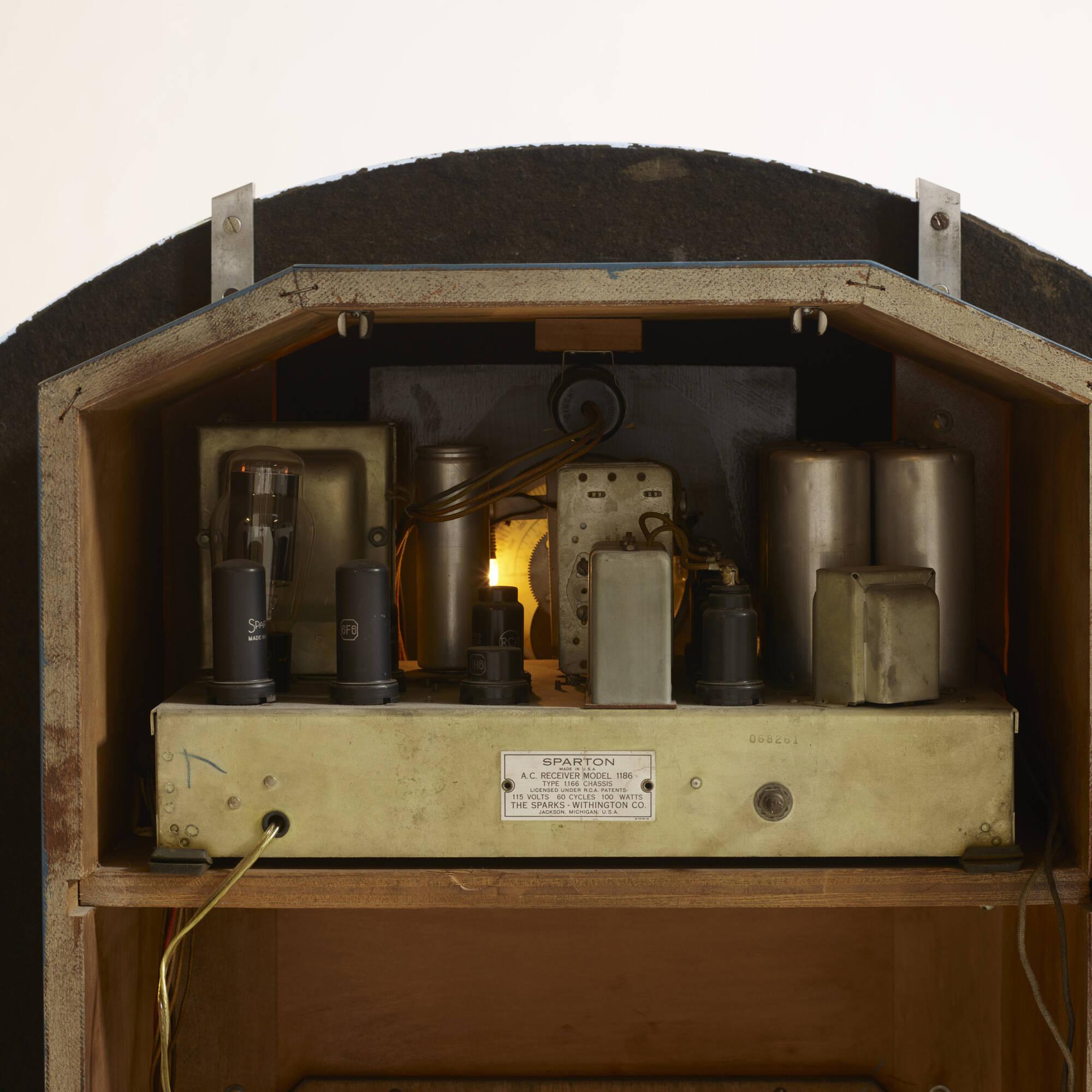 7: Walter Dorwin Teague / Nocturne radio, model 1186 (3 of 3)
