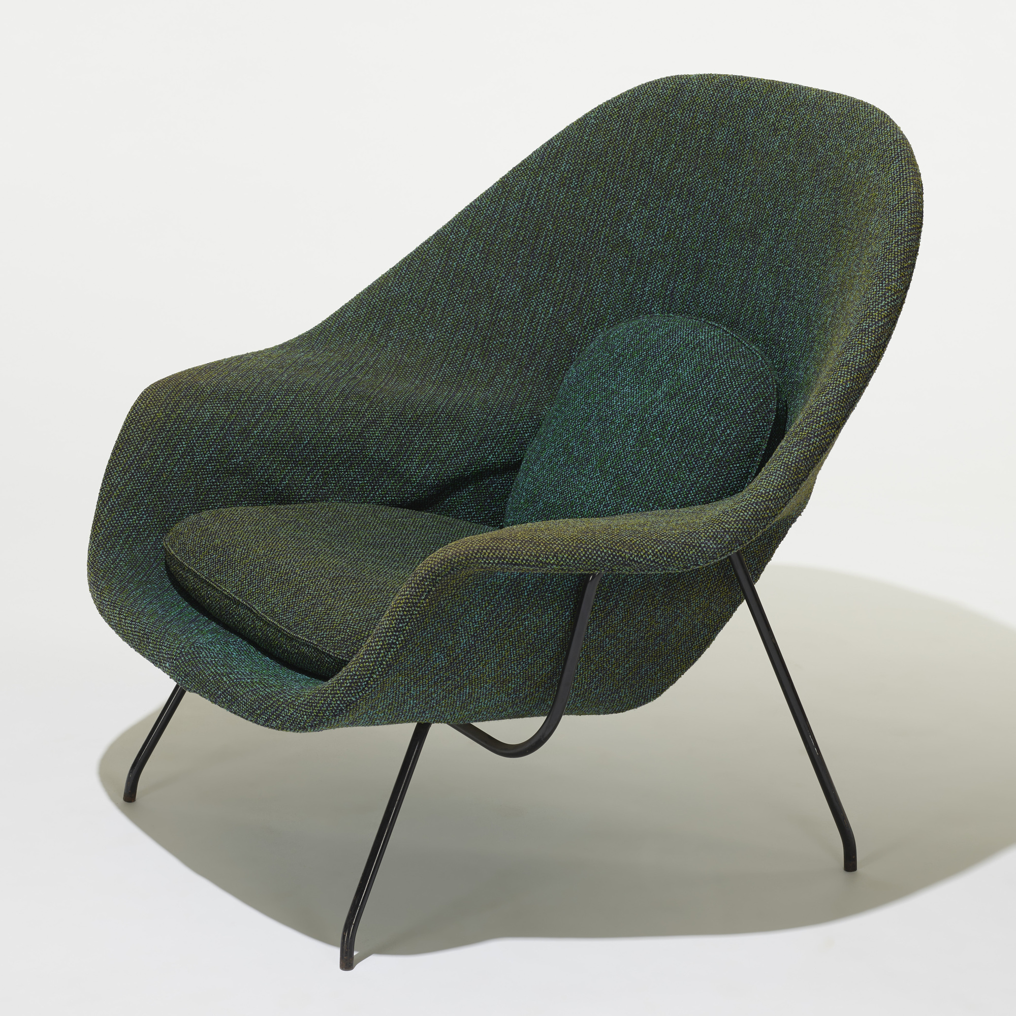 229 Eero Saarinen Womb chair and ottoman American Design 15